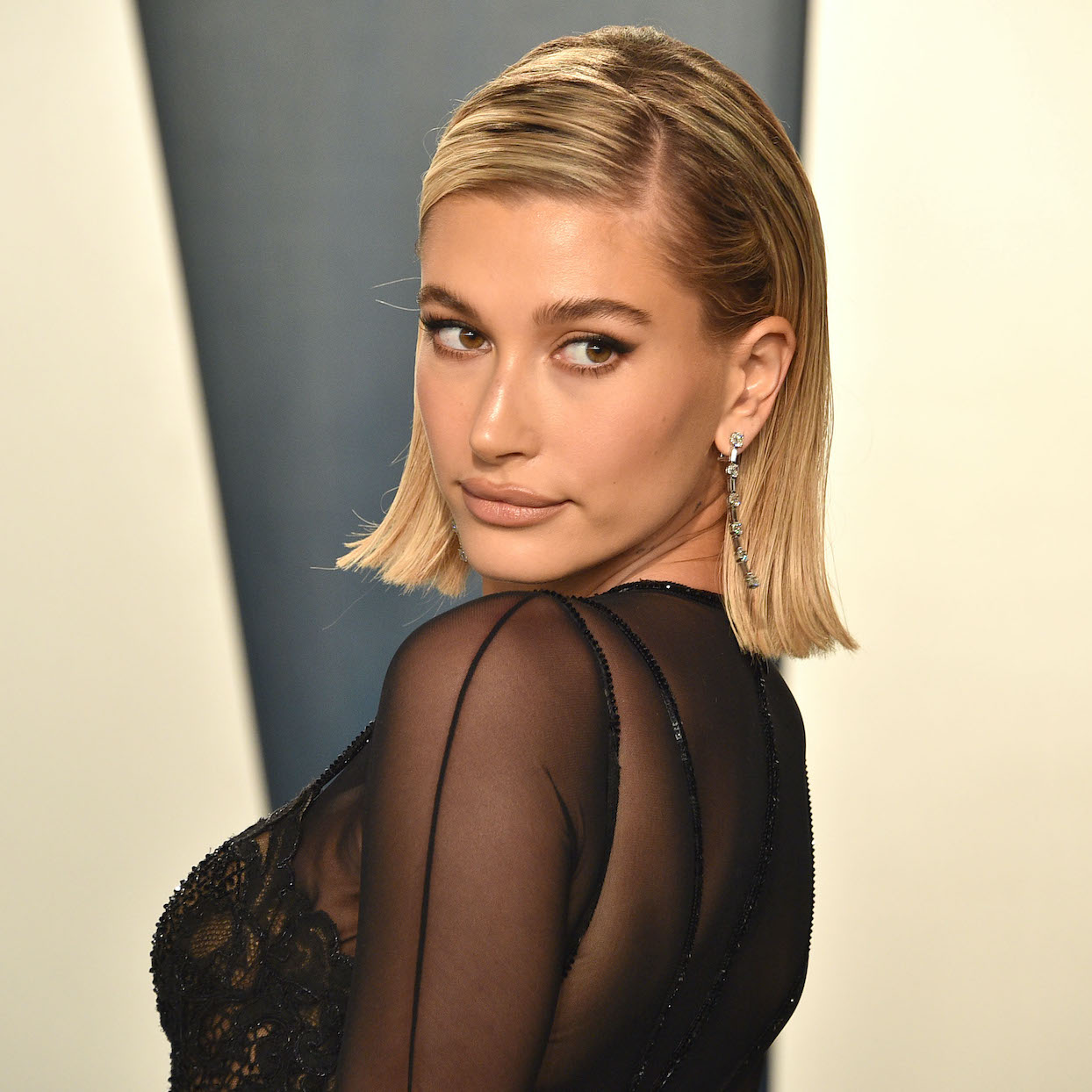 Hailey Bieber attends the 2020 Vanity Fair Oscar Party at Wallis Annenberg Center for the Performing Arts on February 09, 2020 in Beverly Hills, California