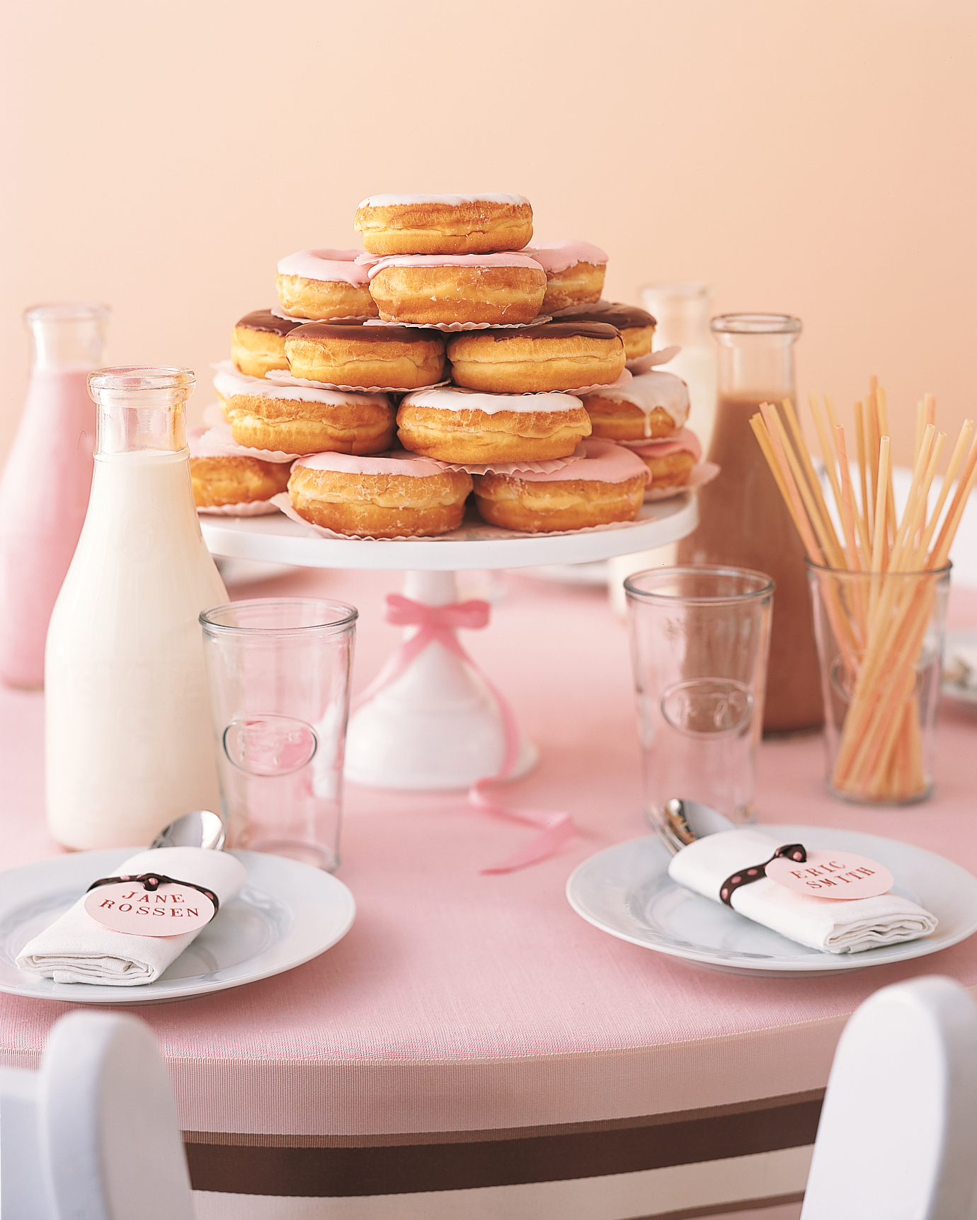 nonfloral-centerpieces-donuts-1114.jpg