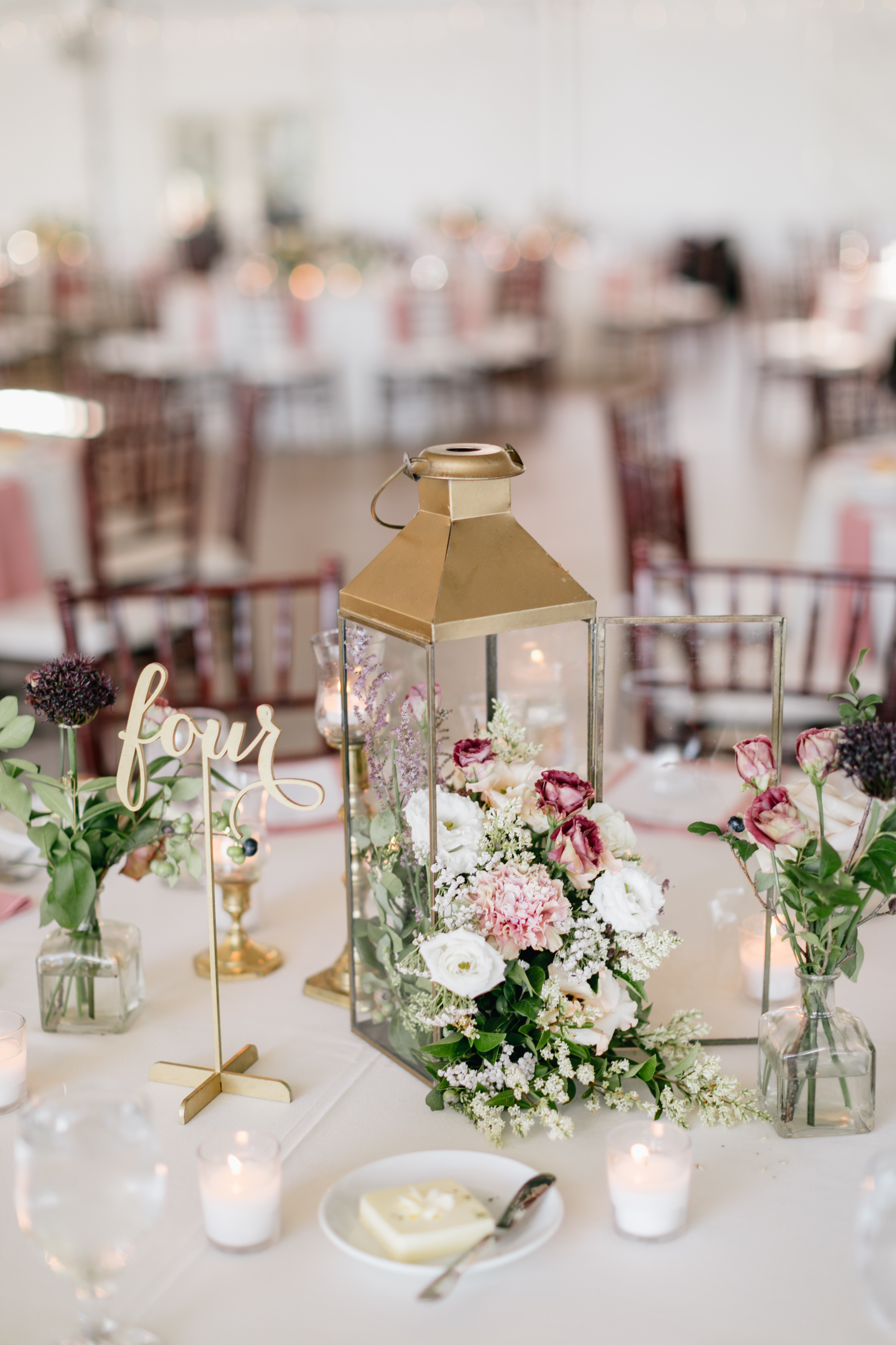 30 Rose Centerpieces That Will Upgrade Your Reception Tables ...