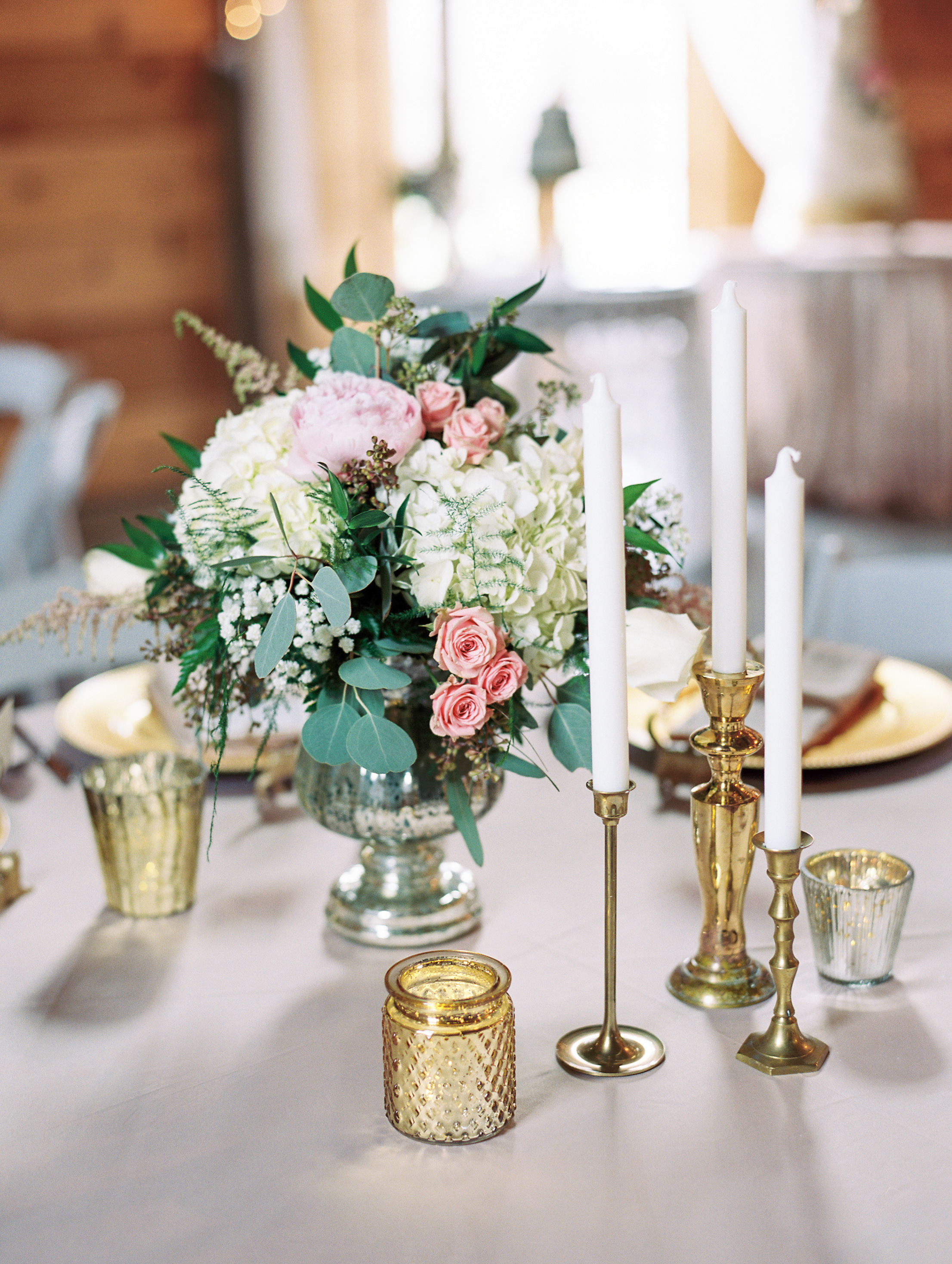 centerpiece with spray roses and garden roses