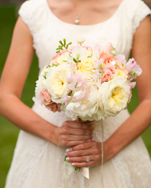 rw_0810_lauren_mike_bouquet.jpg
