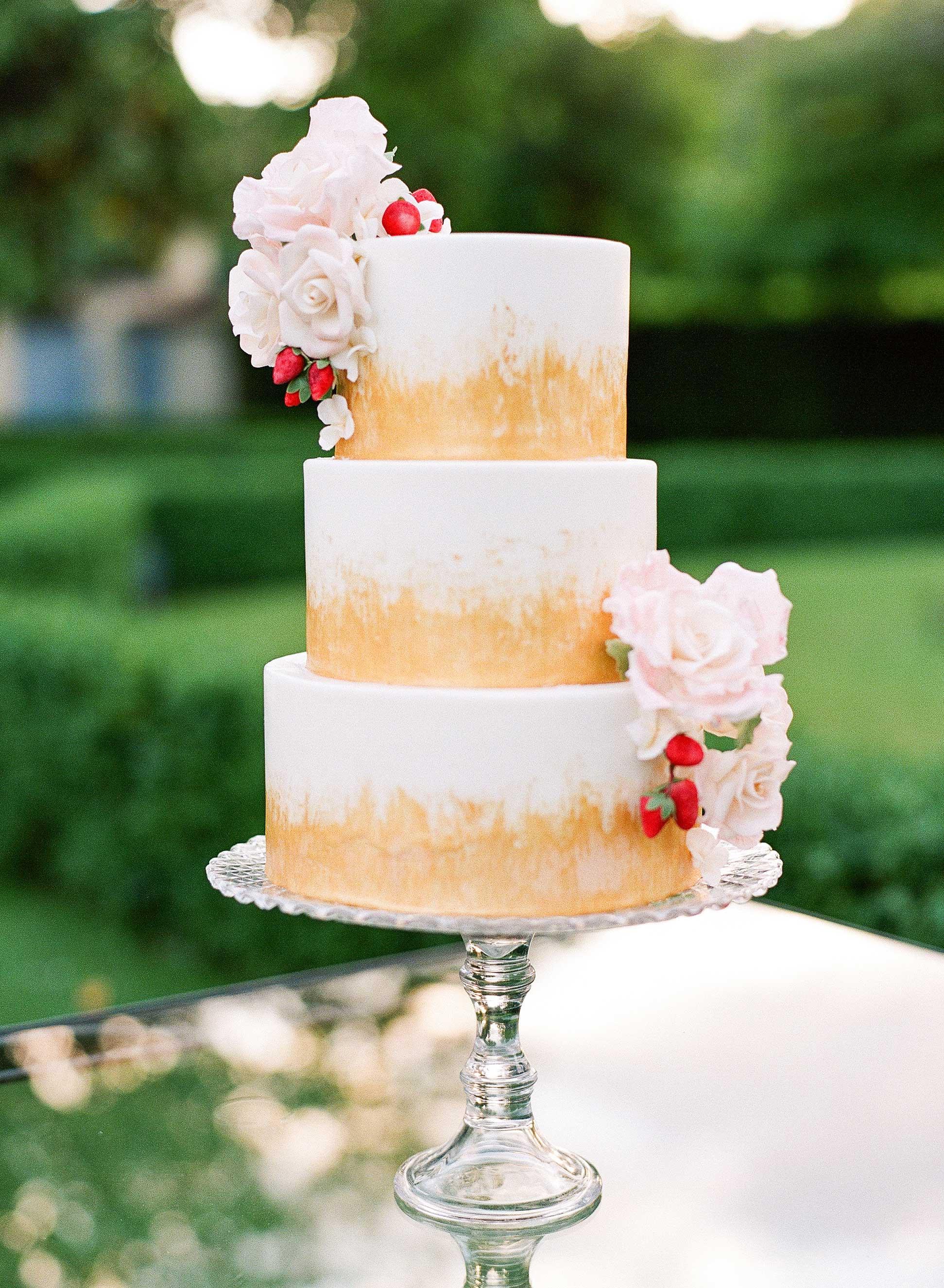 white and gold wedding cake