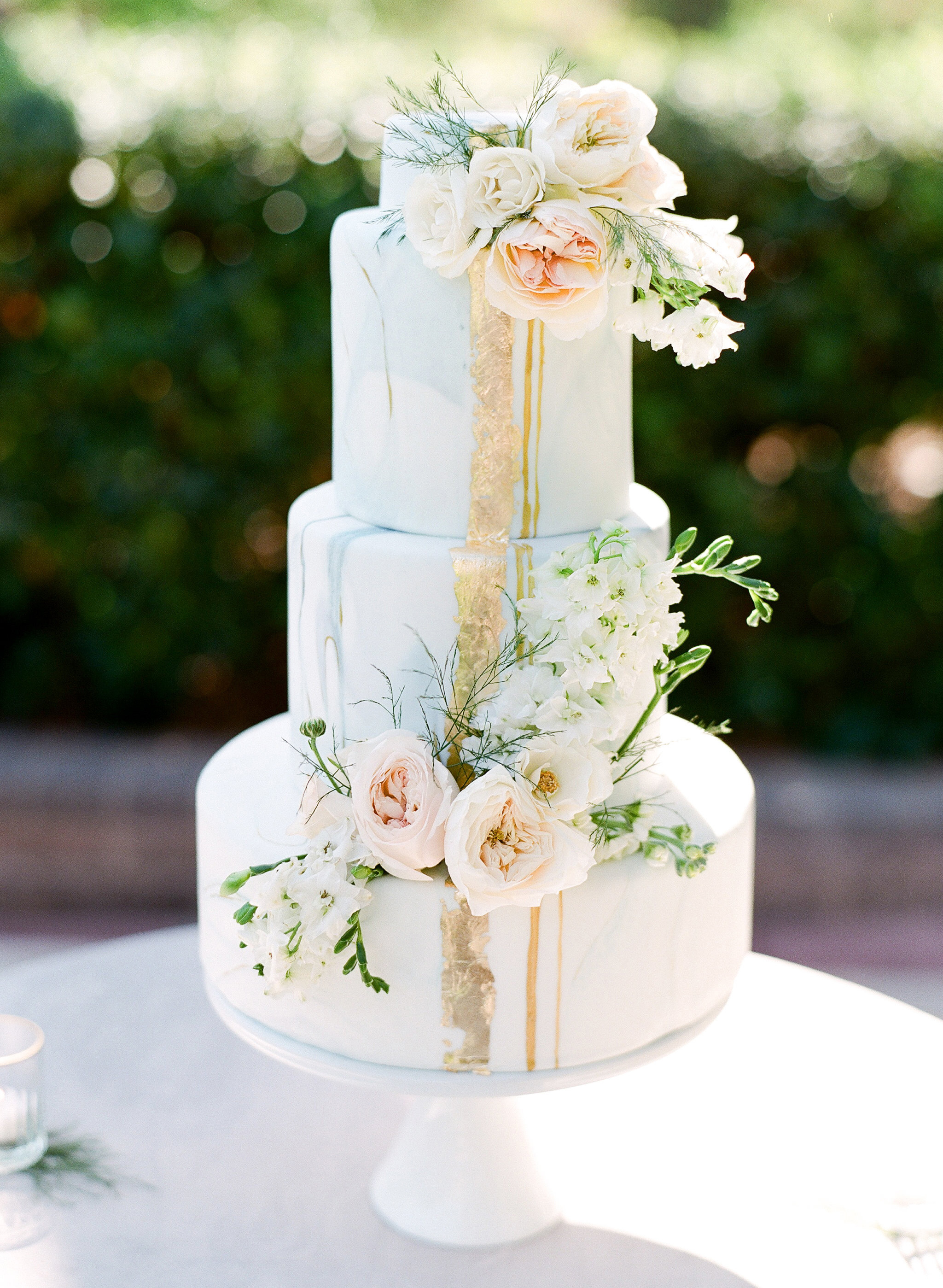 summer wedding cakes trend metallic watercolor