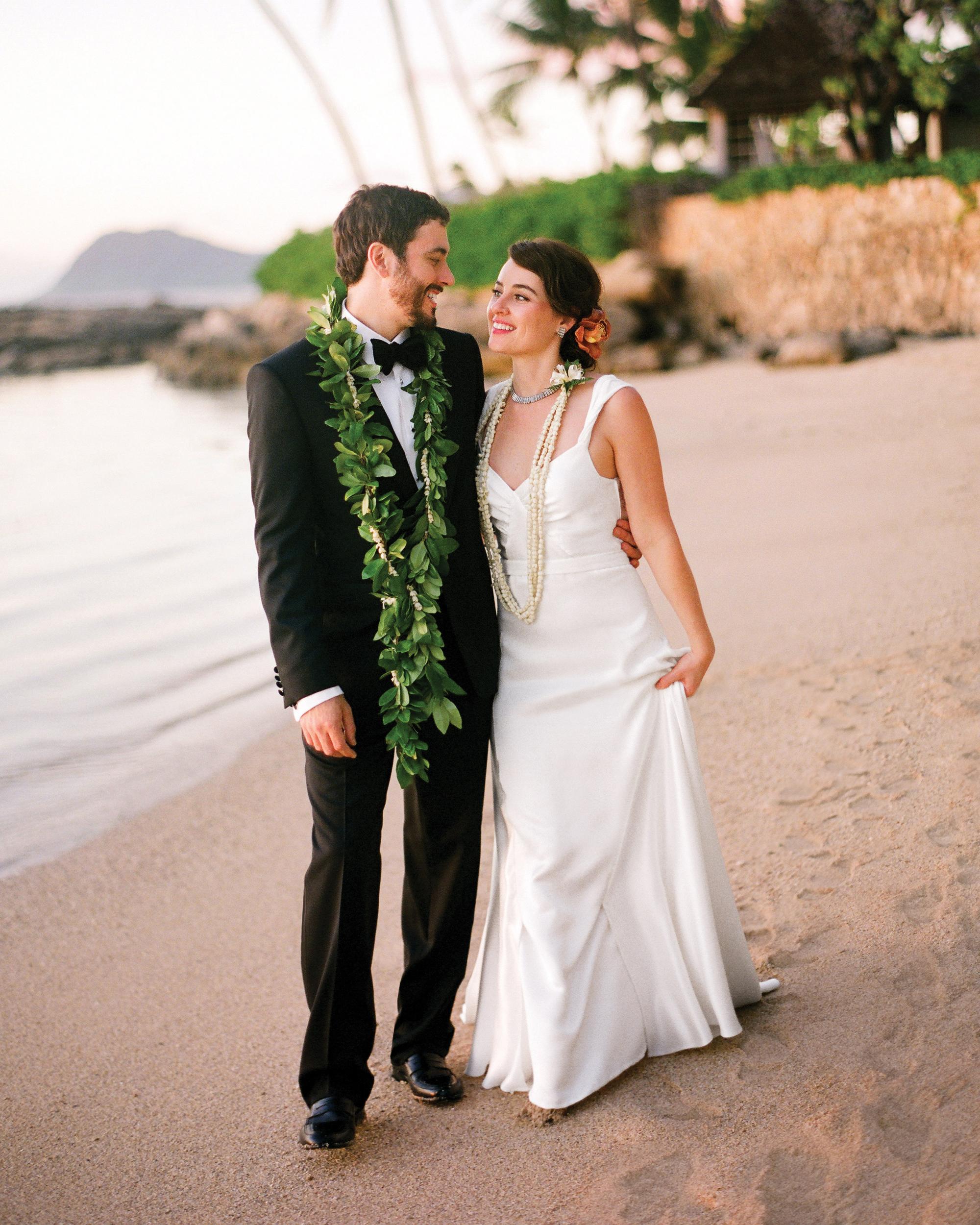 couple-beach-sum11mwds107171-116-74360024.jpg