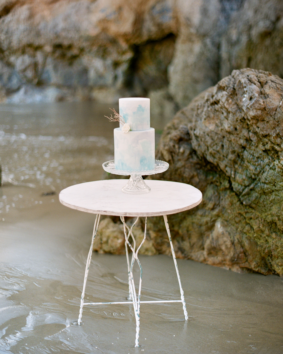 Watercolor frosted wedding cake
