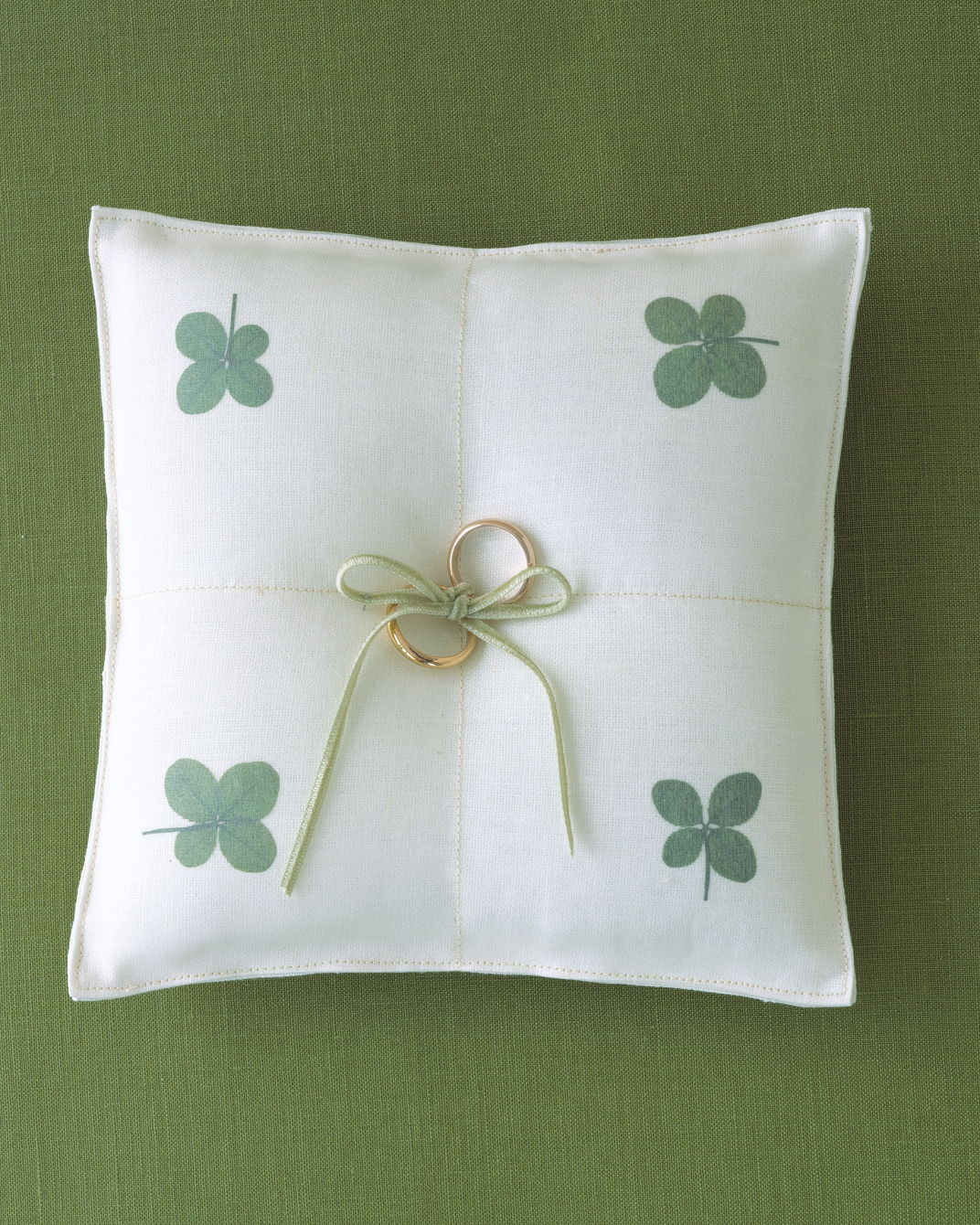 Clover Ring Pillow