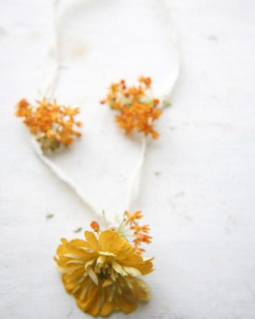 msw_sum09_flower_girl_necklace_1.jpg
