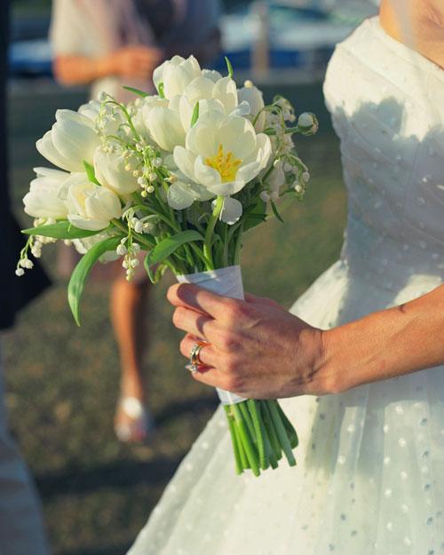 rw_0810_candice_scott_bouquet.jpg