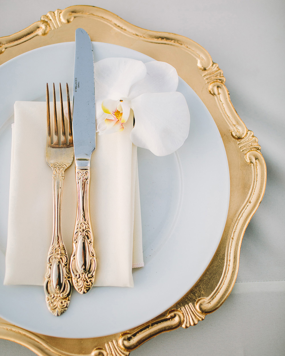 glamorous wedding ideas gold and white table setting