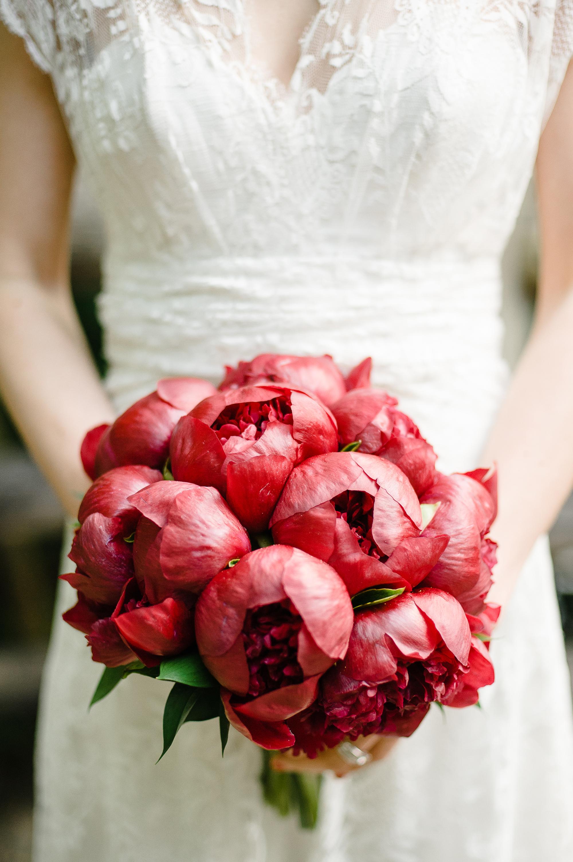 red wedding ideas brklyn view bouquet