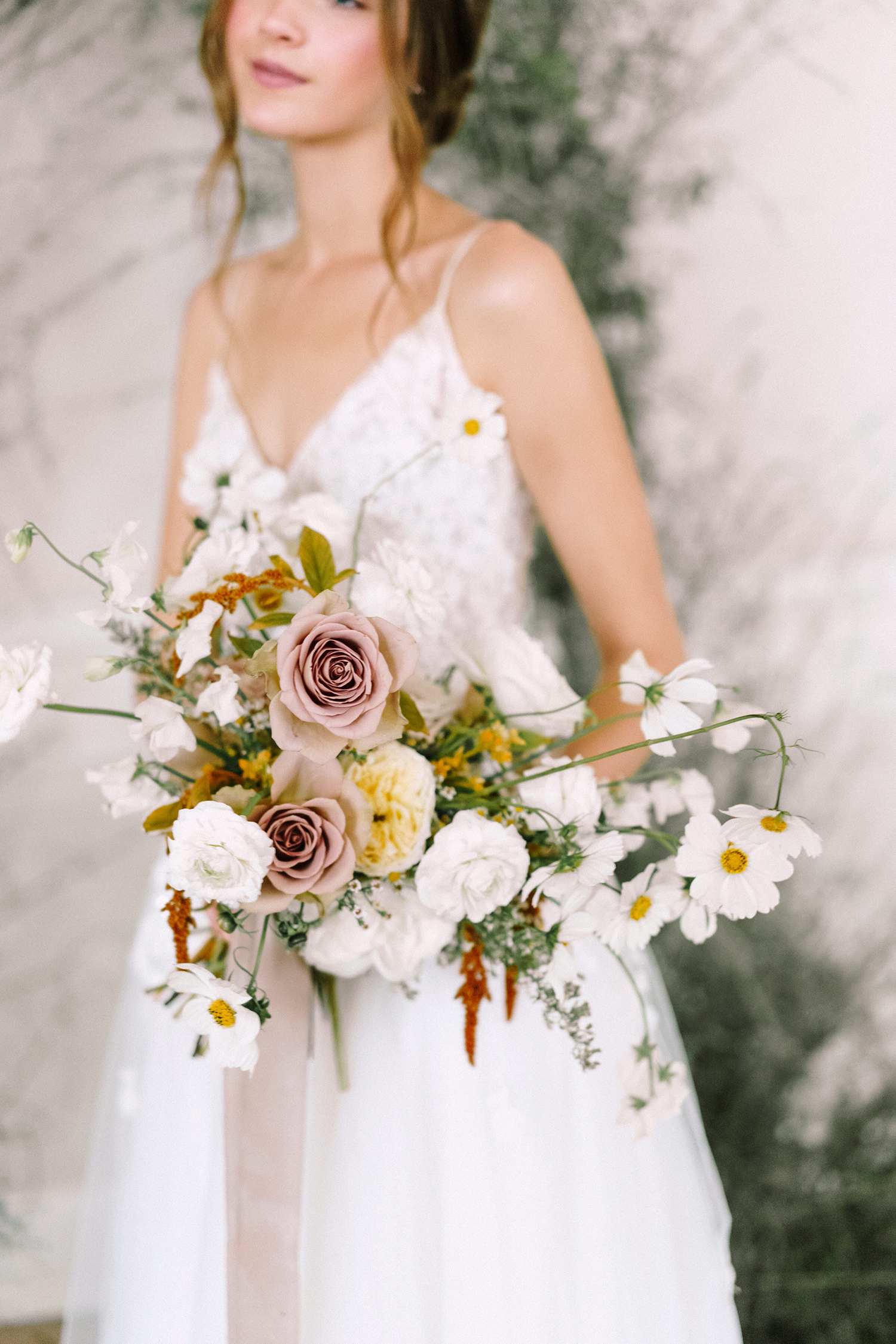 modern wedding bouquet dangling daisies