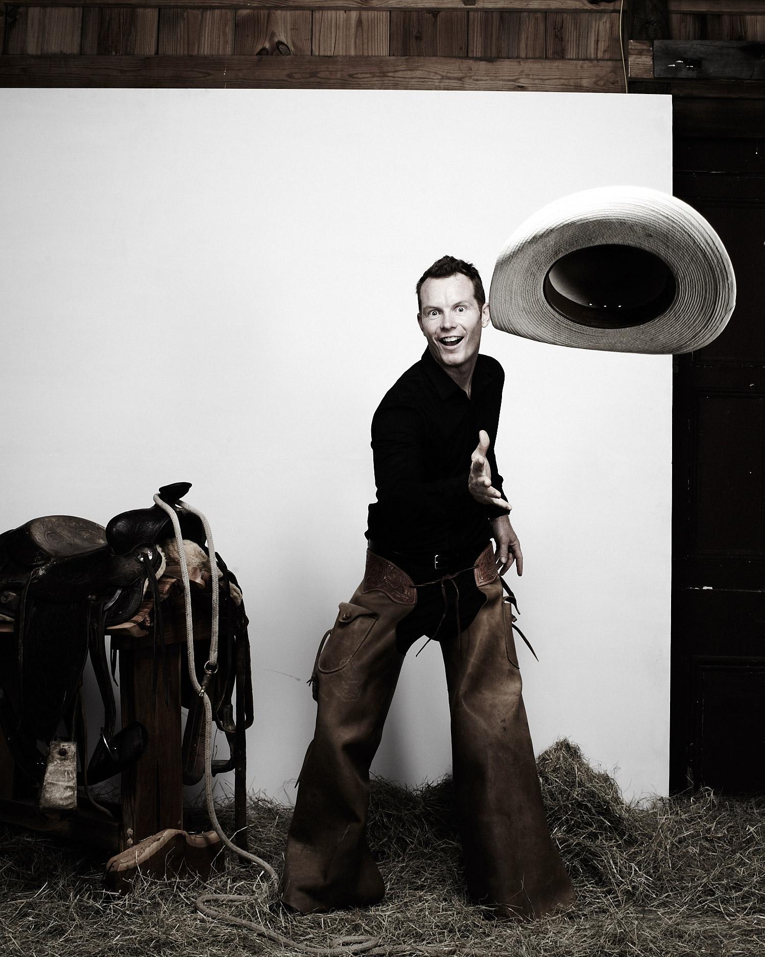 rw-ellie-shawn-cowboy-hat-110423.jpg