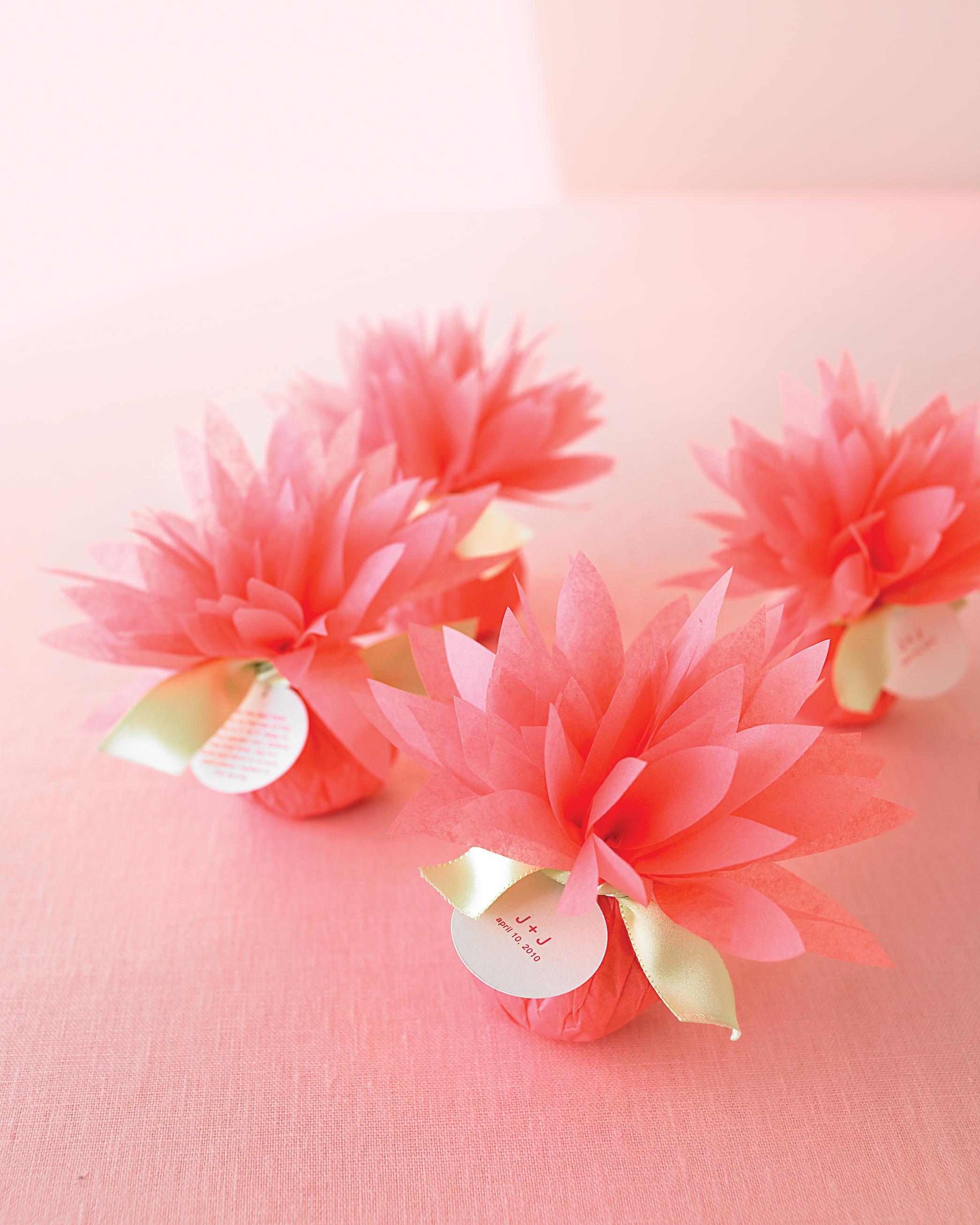 mwd105402_wed_floralplantfavors_dlm.jpg