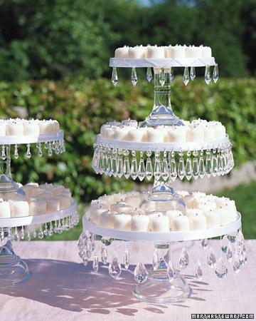 a99515_fal02_cakestands.jpg