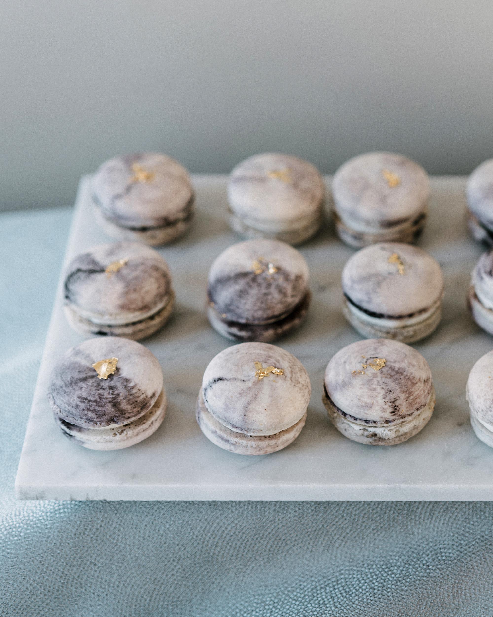 marble wedding ideas gray macaroons