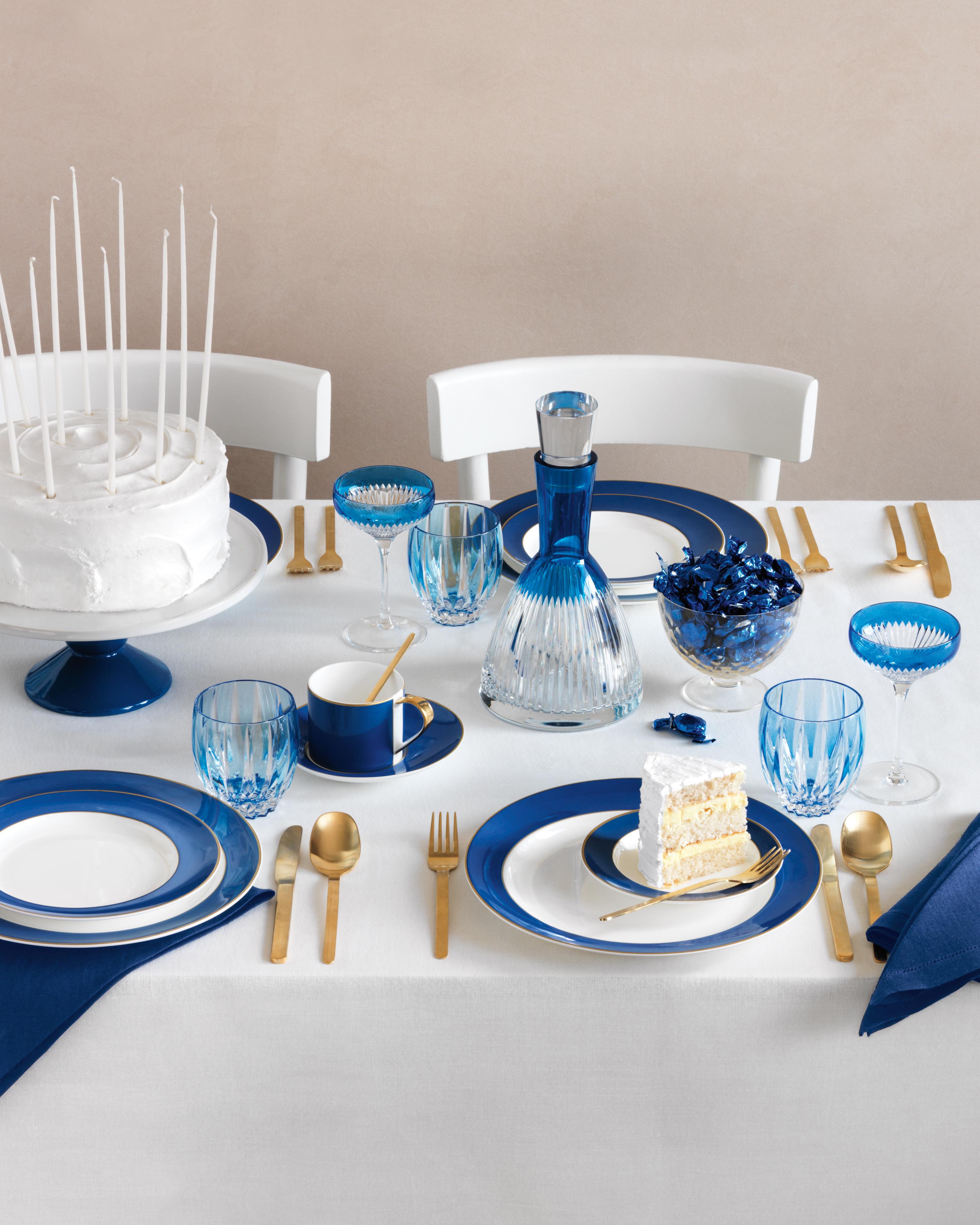 blue-table-077-mwd109608.jpg