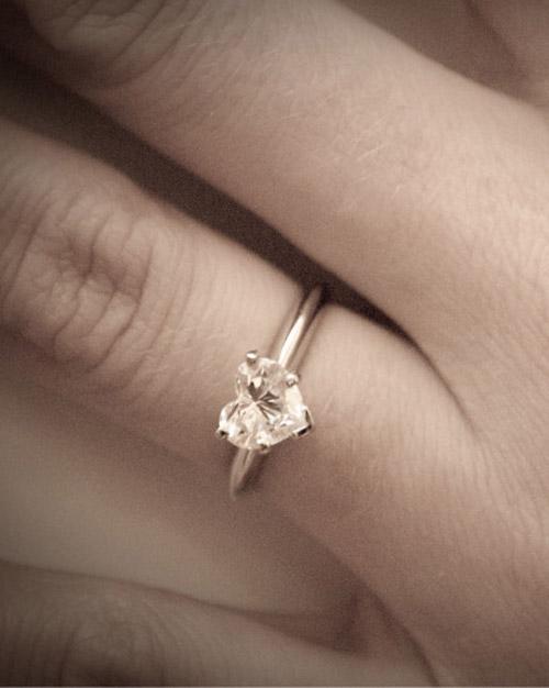engagement_ring_ugc10_7454130_19596617.jpg