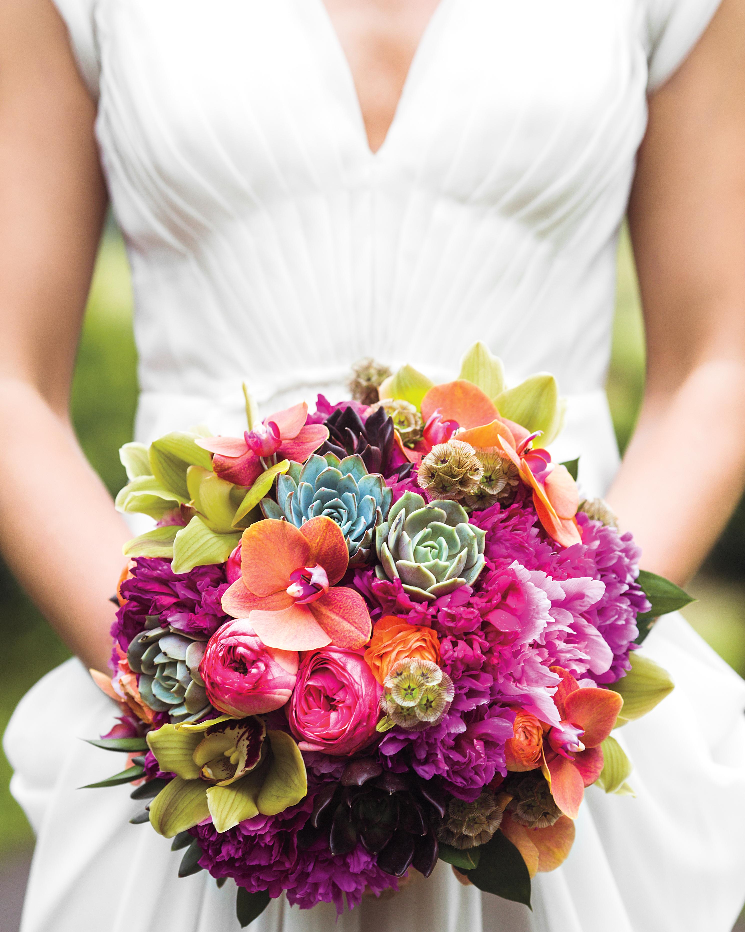 liz-and-michael-bride-bouquet-4024-ds111296.jpg