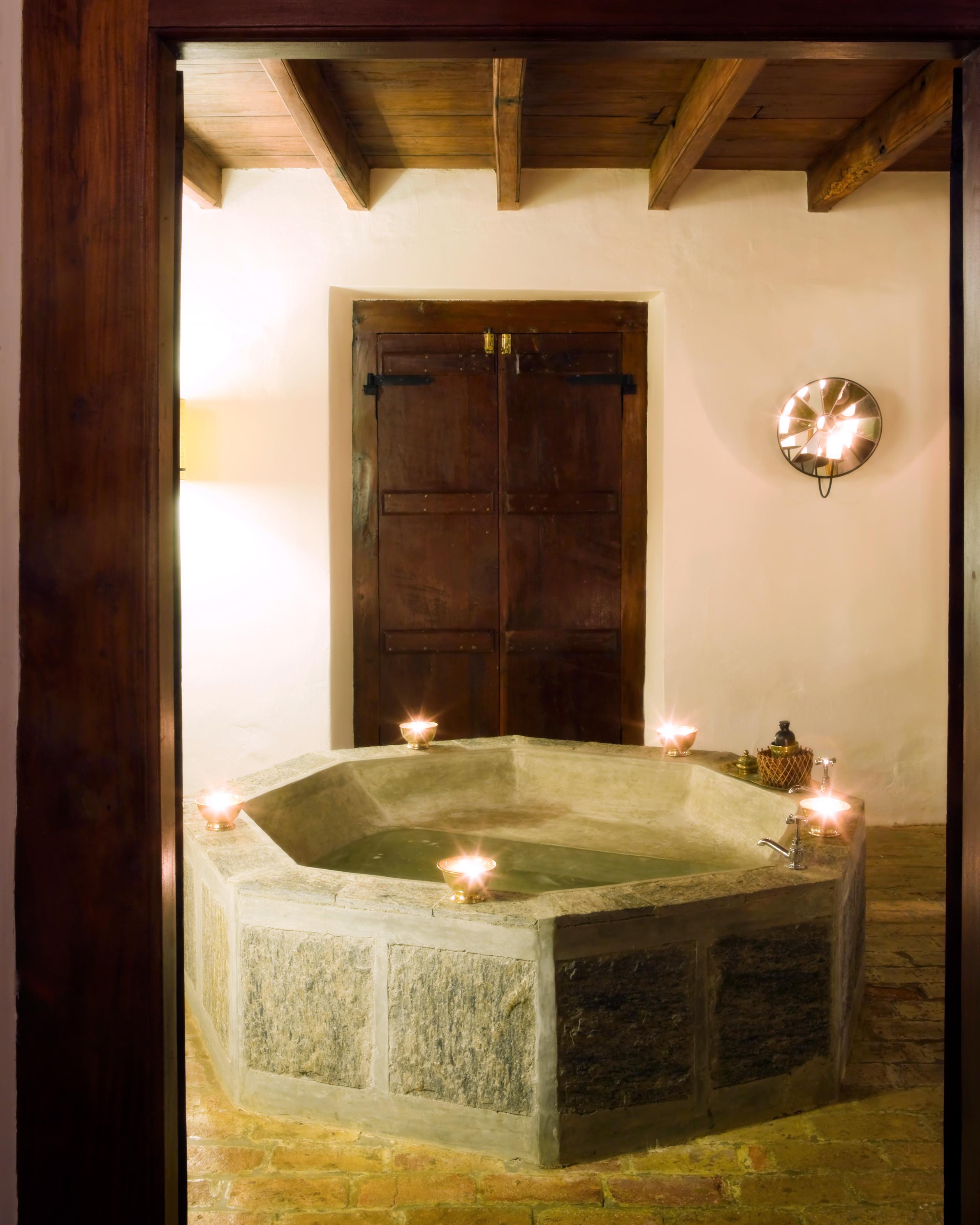 mr-mrs-smith-travel-hotels-wd0413-kandy-house-black-rajah-bath.jpg