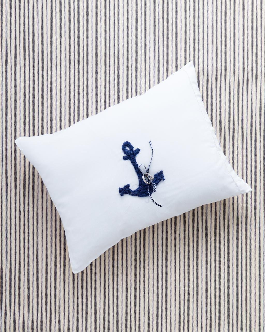gillian-william-ring-pillow-0009-wd109007.jpg