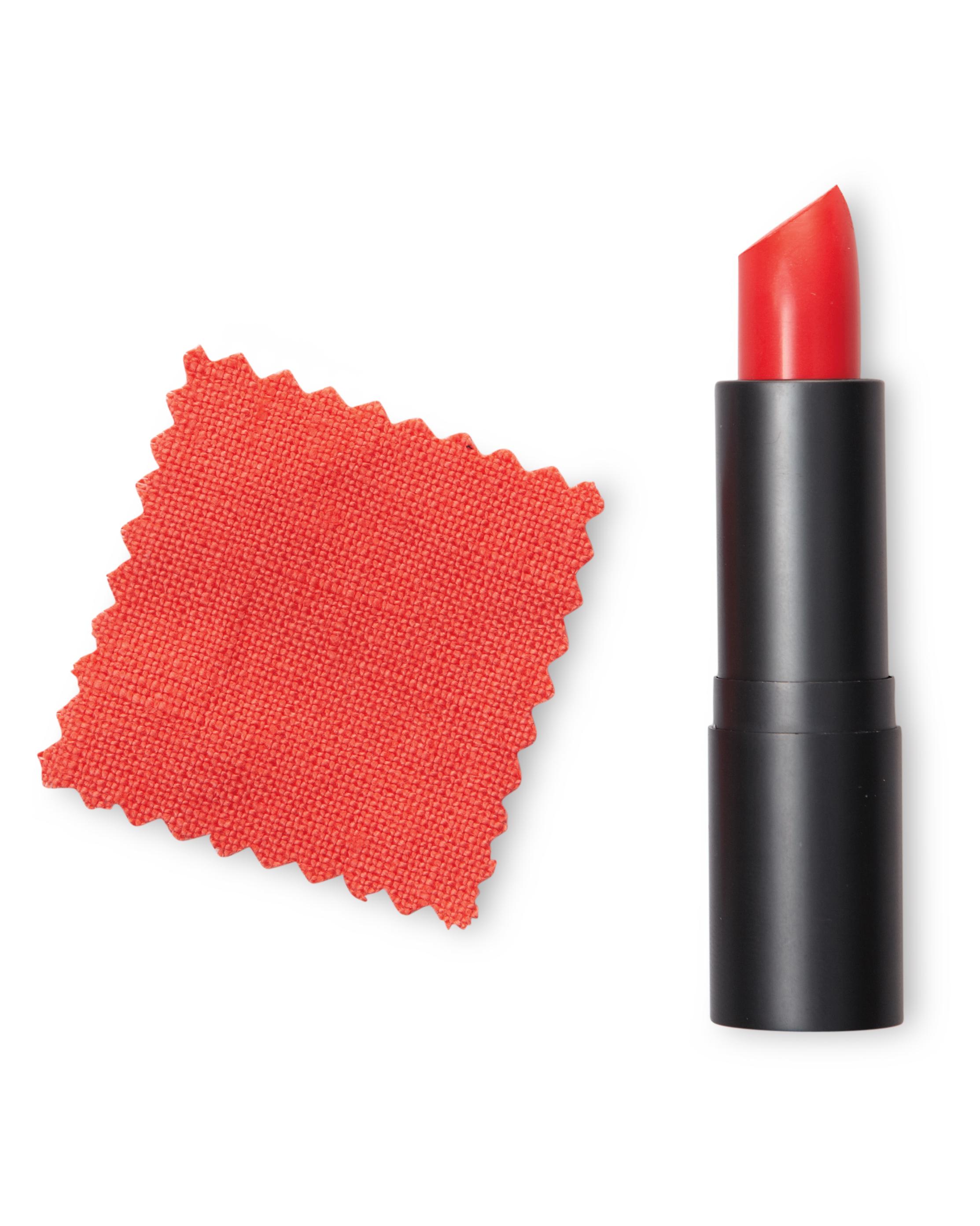 lip-stick-007-mwd110052.jpg