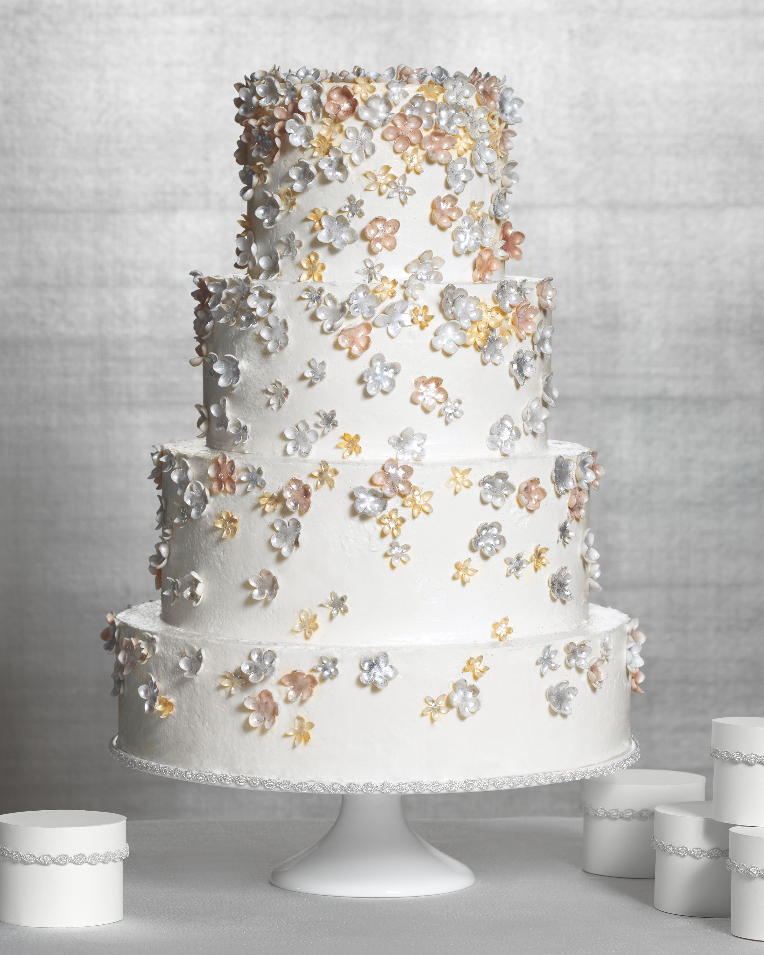 sparkle-flower-cake-174-183-comp-mwd110603.jpg