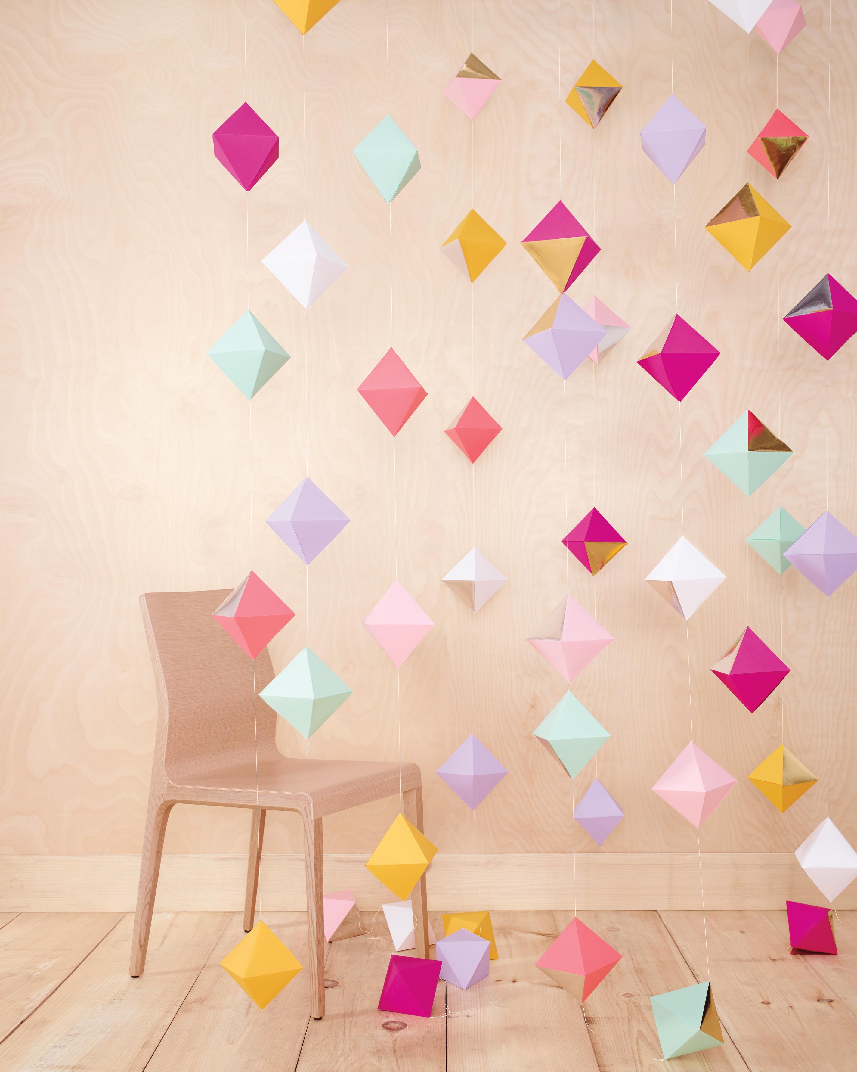 chair-hanging-diamond-garlands-0031-comp-mwd110757.jpg