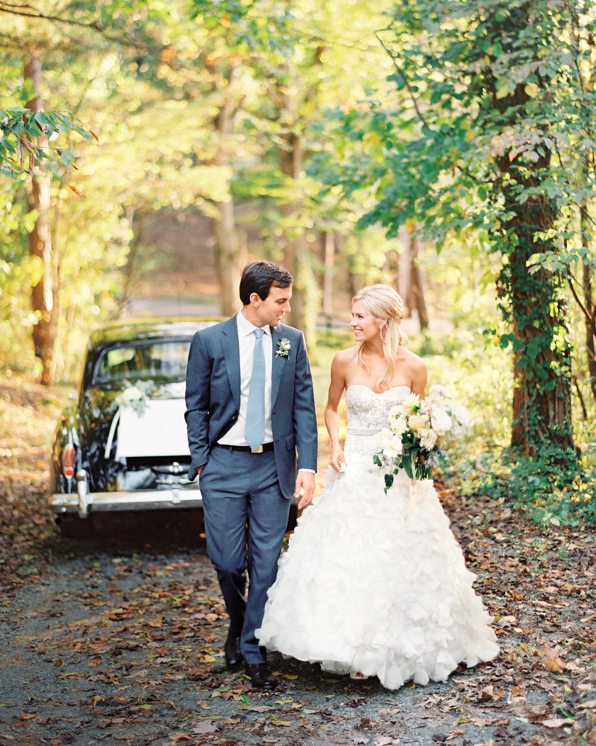 vintage-car-brideandgroom-004784-r-1-004-mwds110148.jpg
