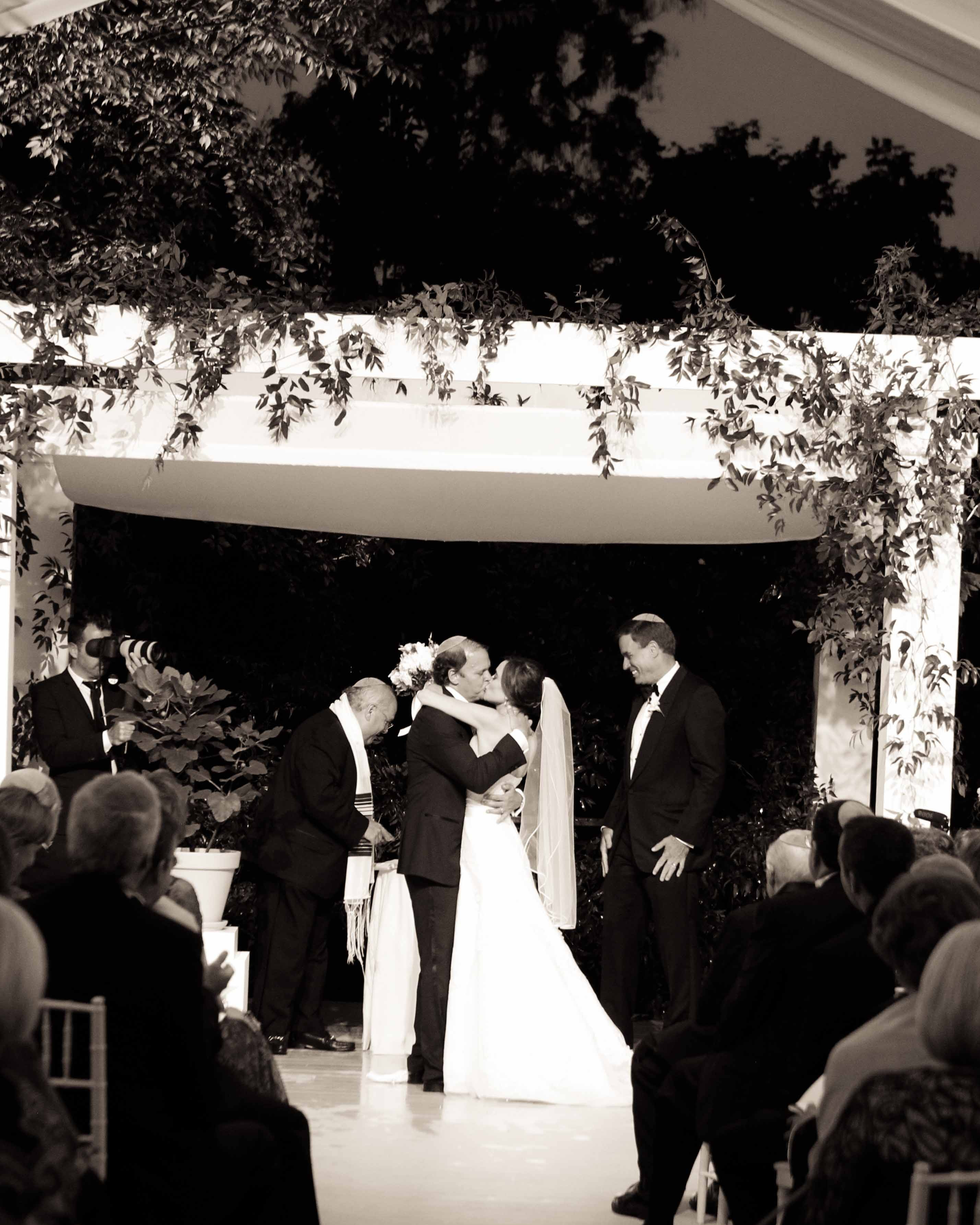 sally-mark-wedding-kiss-0414.jpg