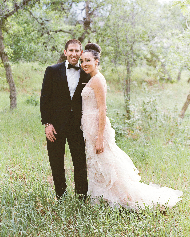 bride-groom-outdoors-000032430007-mwds110864.jpg