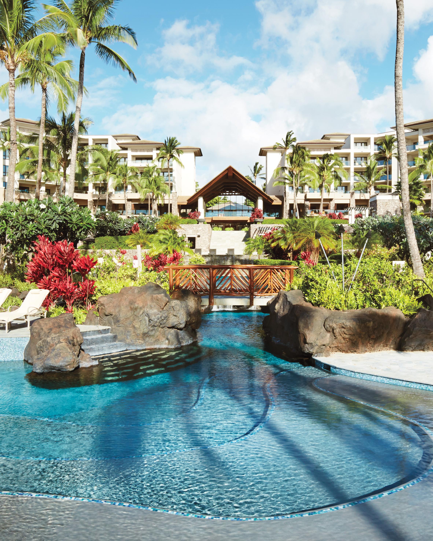 hotel-pool-hawaii-montage-kapalua-bay-day-mwds111006.jpg
