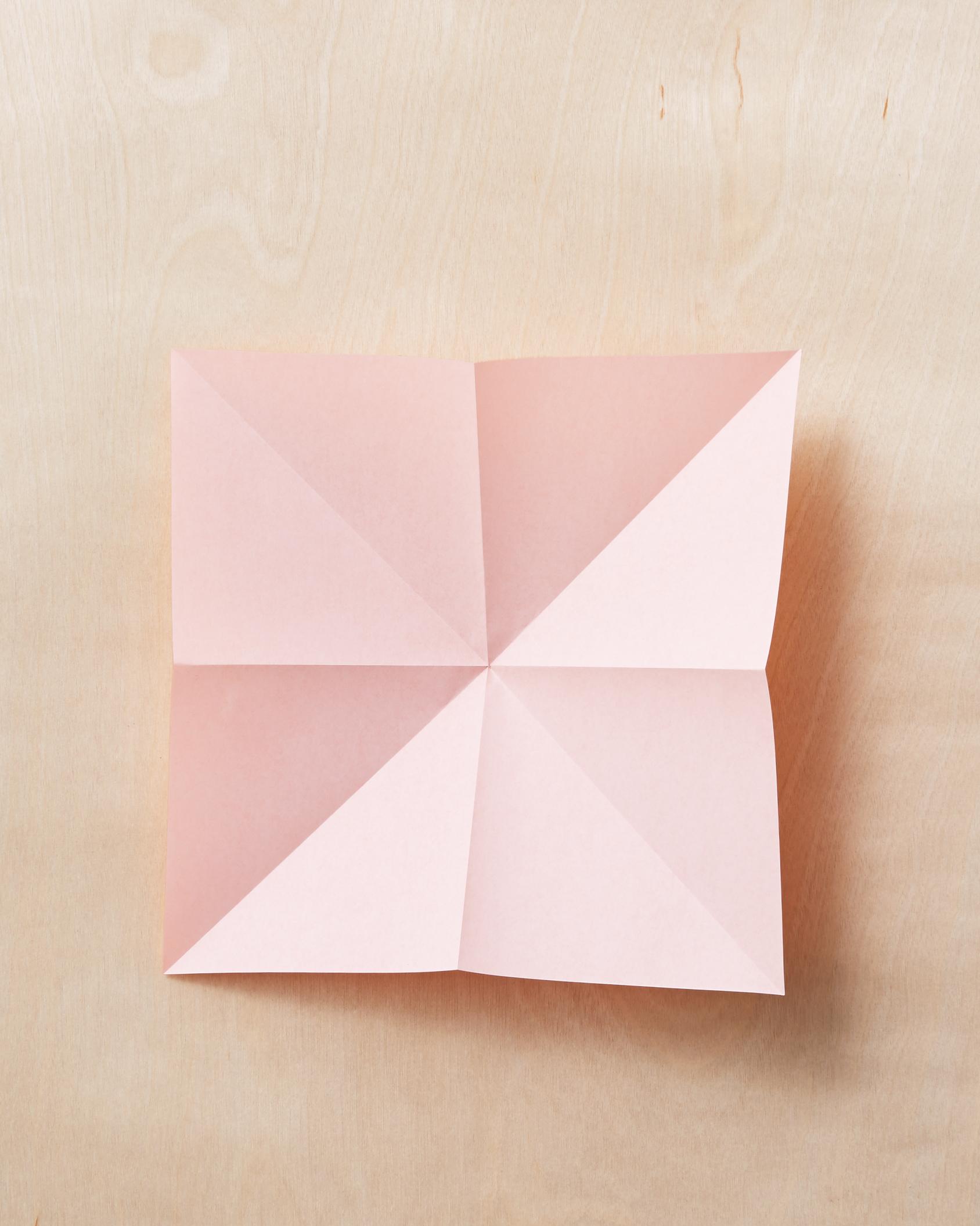 origami-bow-1-184-mwd110795.jpg