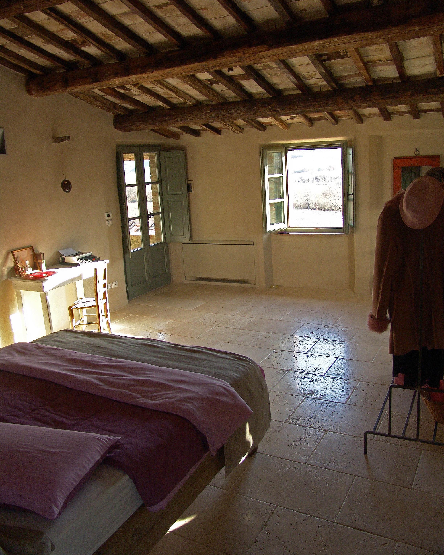 affordable-hotels-italy-04-follonico-0814.jpg