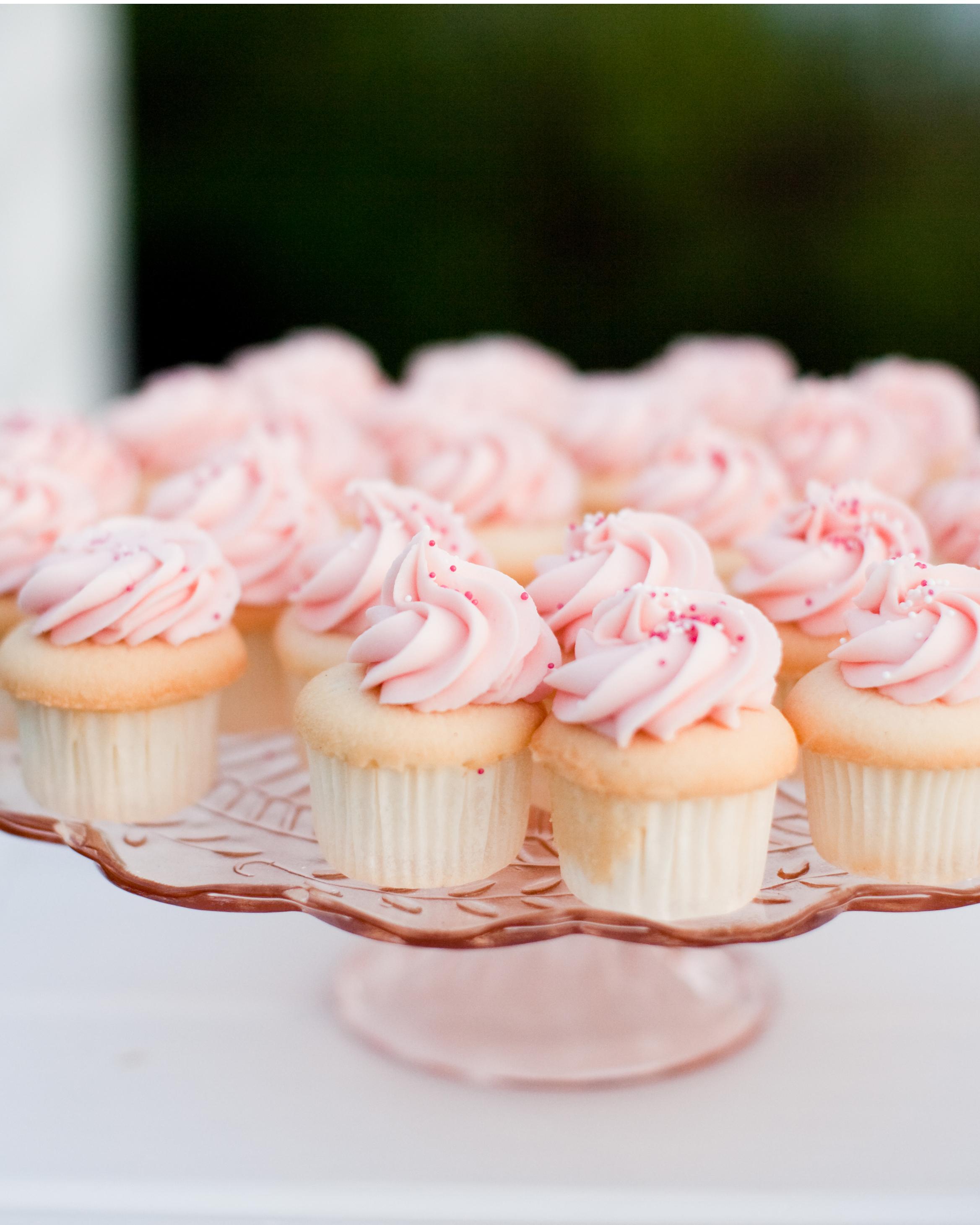 valentines-day-ideas-real-weddings-cupcakes-0115.jpg