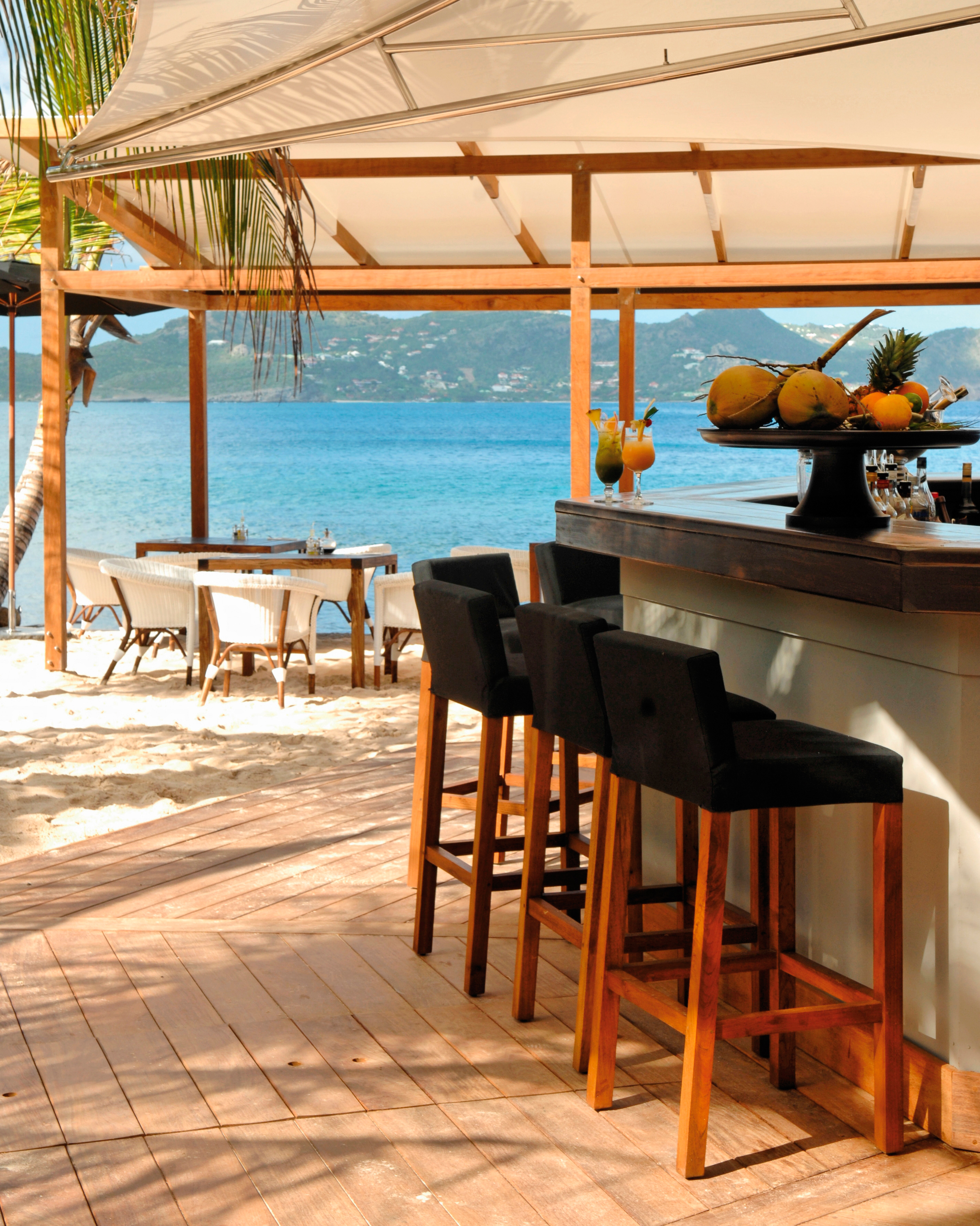 honeymoon-destinations-2015-st-barths-hotel-christopher-bar-0115.jpg