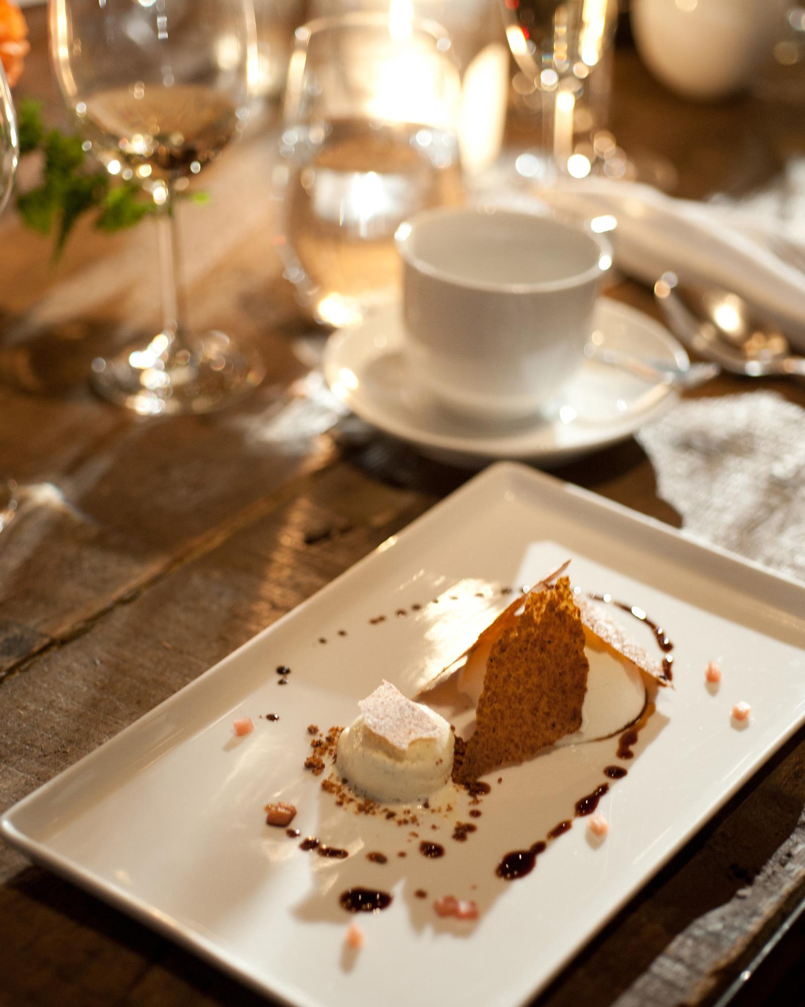 sydney-christina-wedding-dessert-110-s111743-0115.jpg