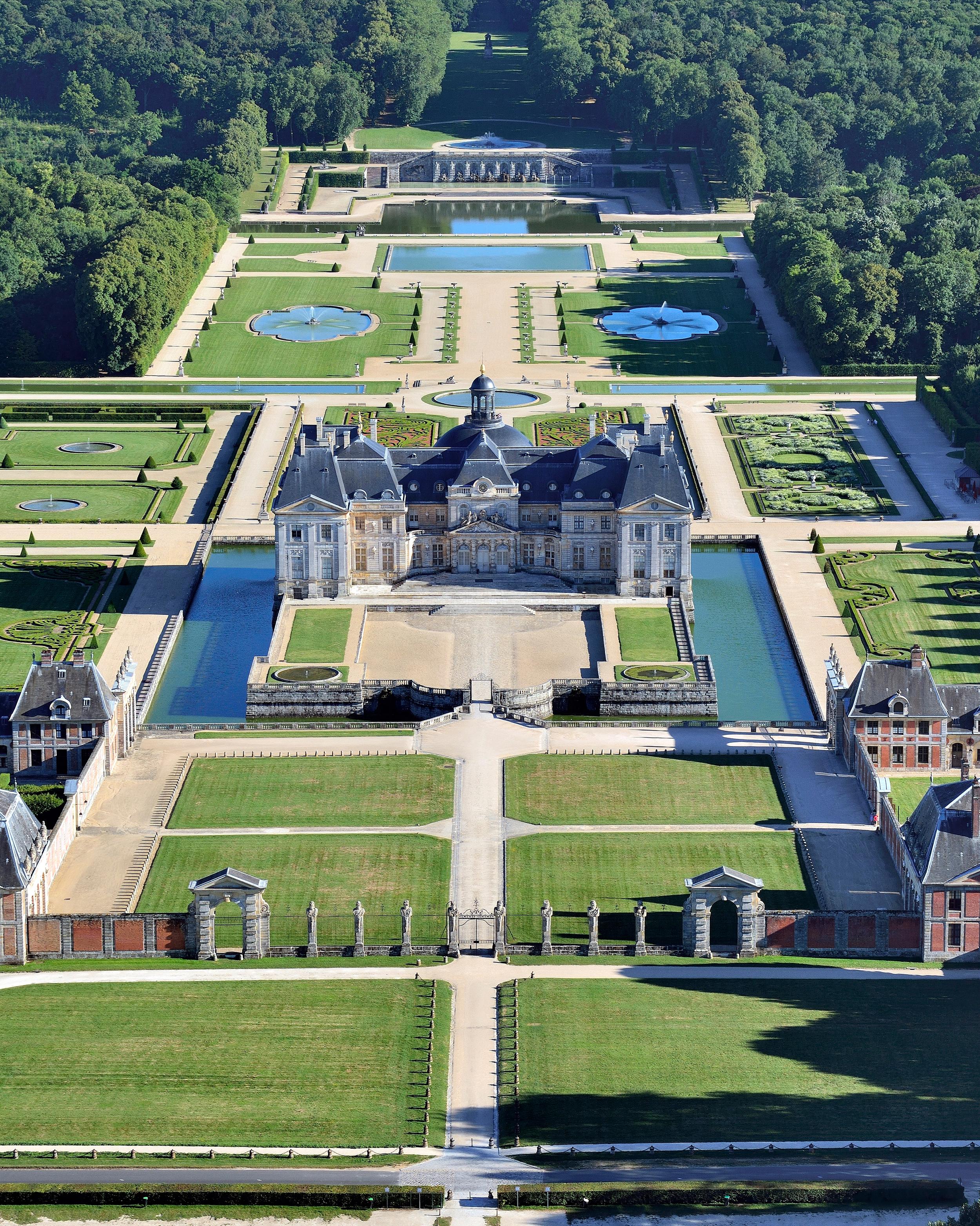vaux-le-vicomte-chateau-overview-0914.jpg