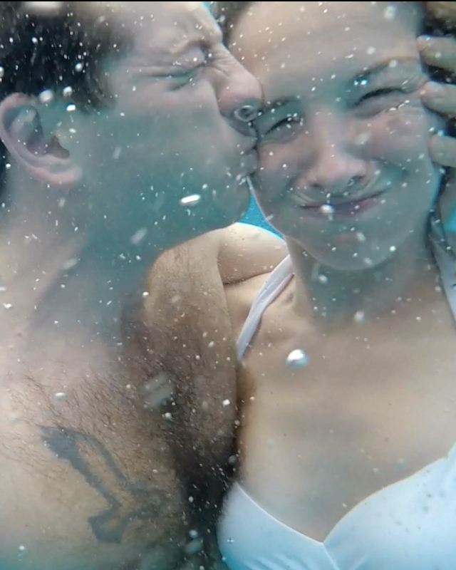 whitney-paul-caribbean-honeymoon-diary-underwater-kiss-0215.jpg