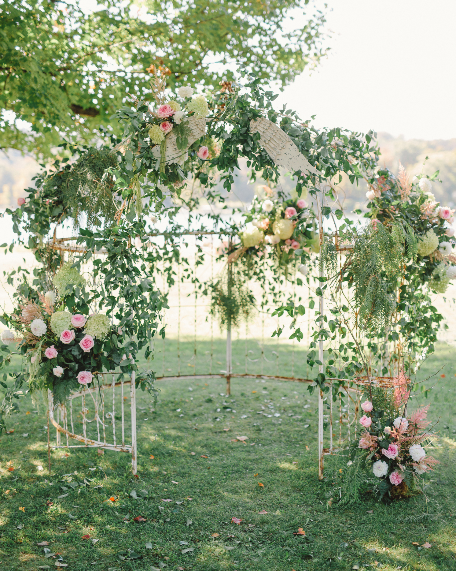 lizzy-bucky-wedding-ceremonystructure-250-s111857-0315.jpg