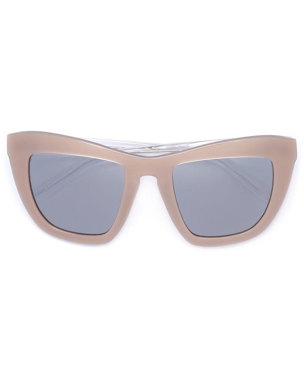 outdoor-wedding-outfit-vera-wang-sunglasses-0616.jpg