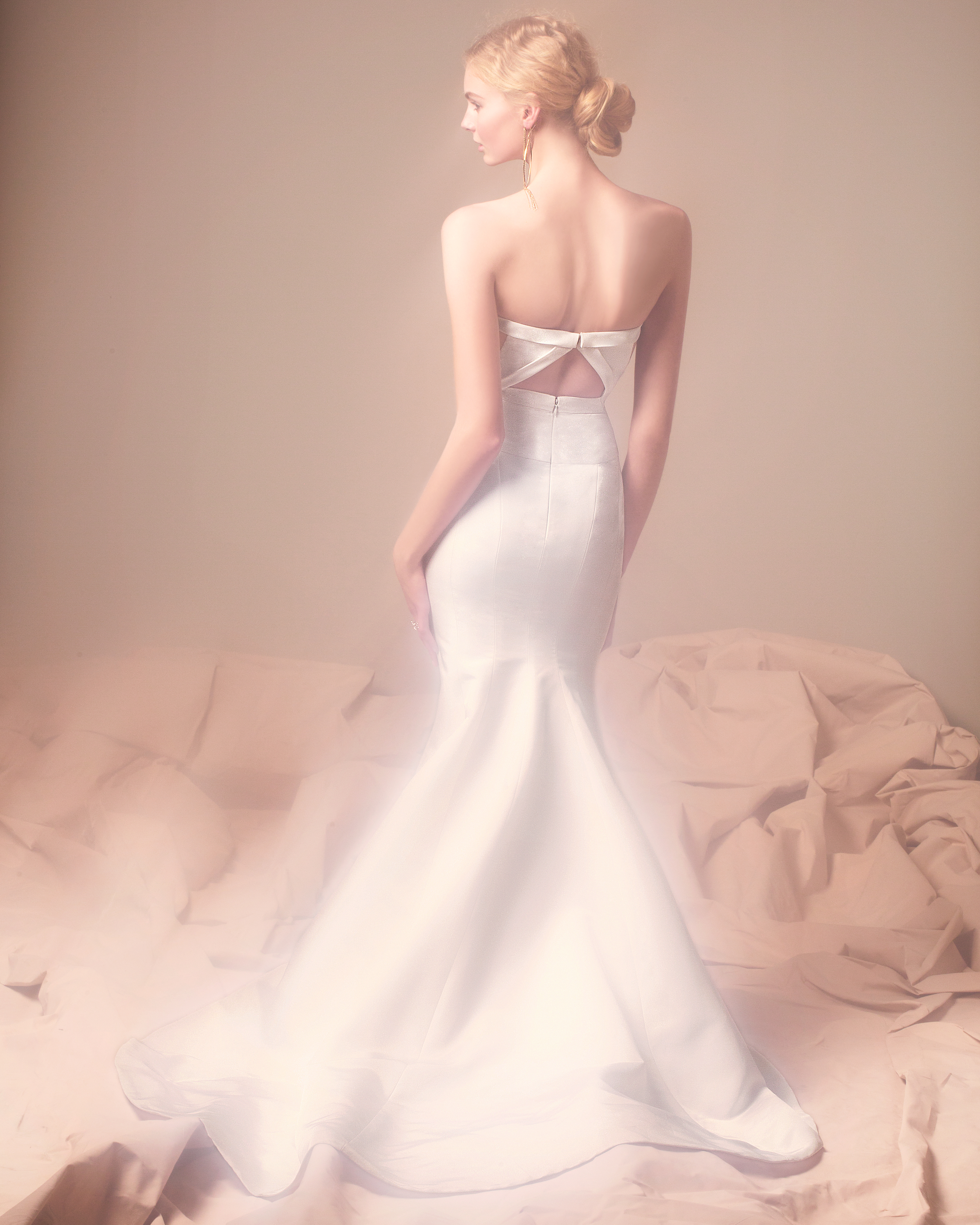j-mendel-wedding-dress-038-d111823.jpg