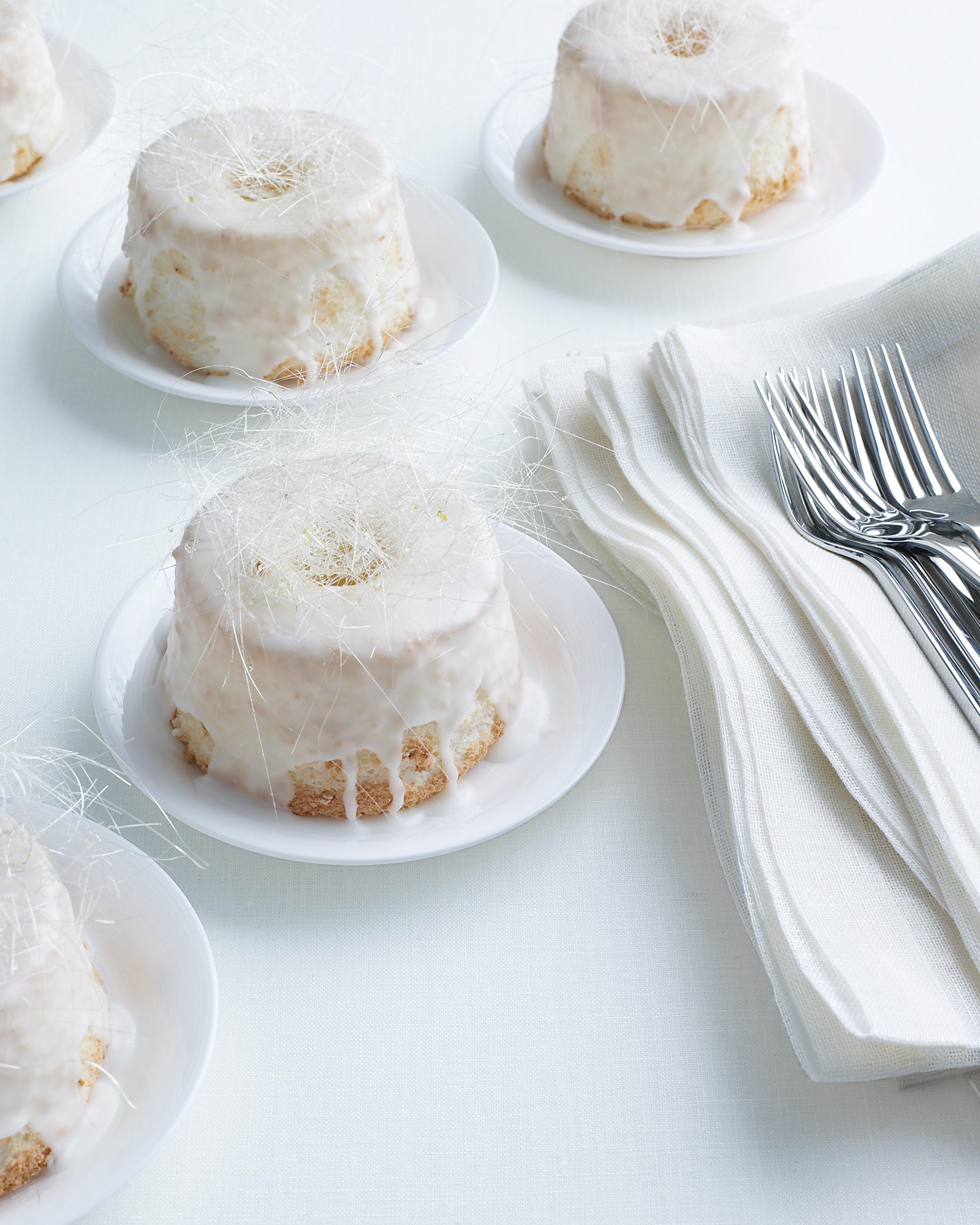 marry-me-martha-mini-angel-food-cakes-sp-09-0515.jpg