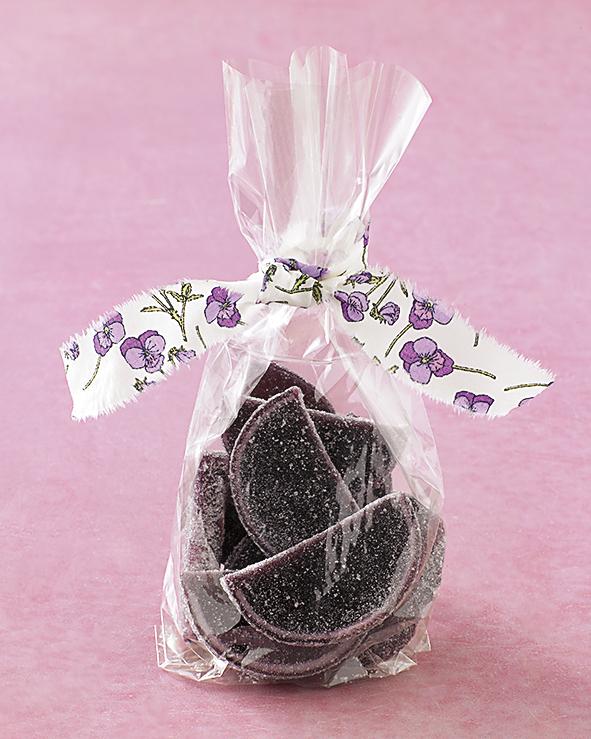 diy-bridal-shower-favors-fabric-tied-candy-su07-0515.jpg