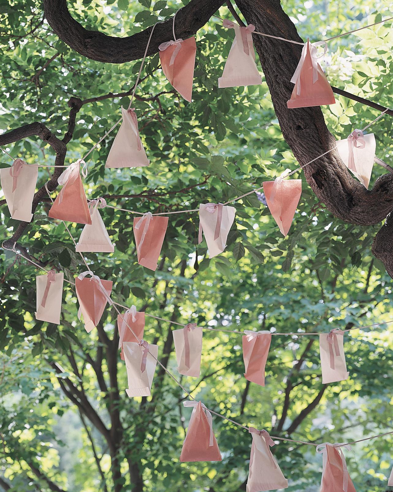 outdoor-wedding-decorations-ml150a17-favor-garland-0515.jpg
