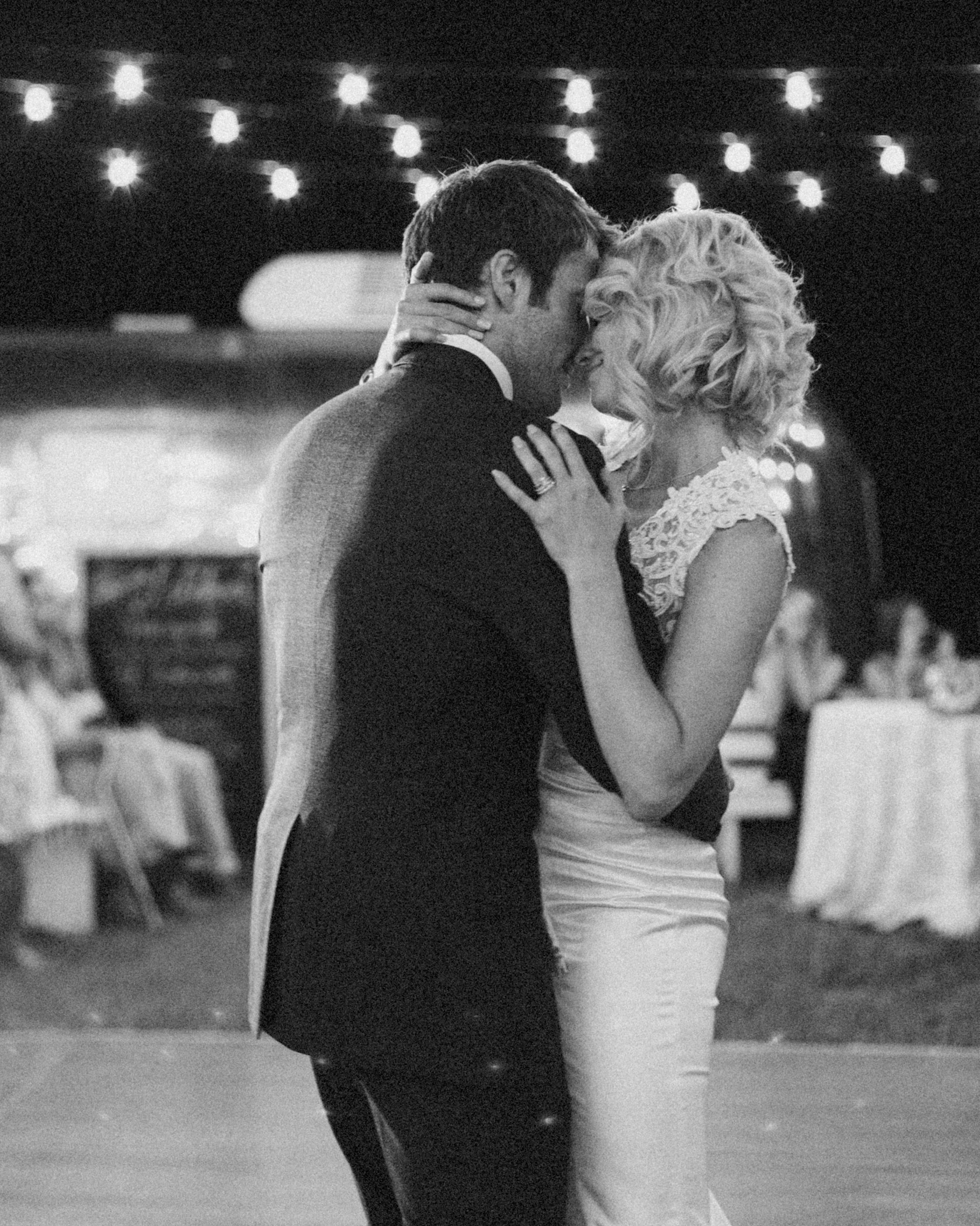 leah-michael-wedding-firstdance-28662-s111861-0515.jpg
