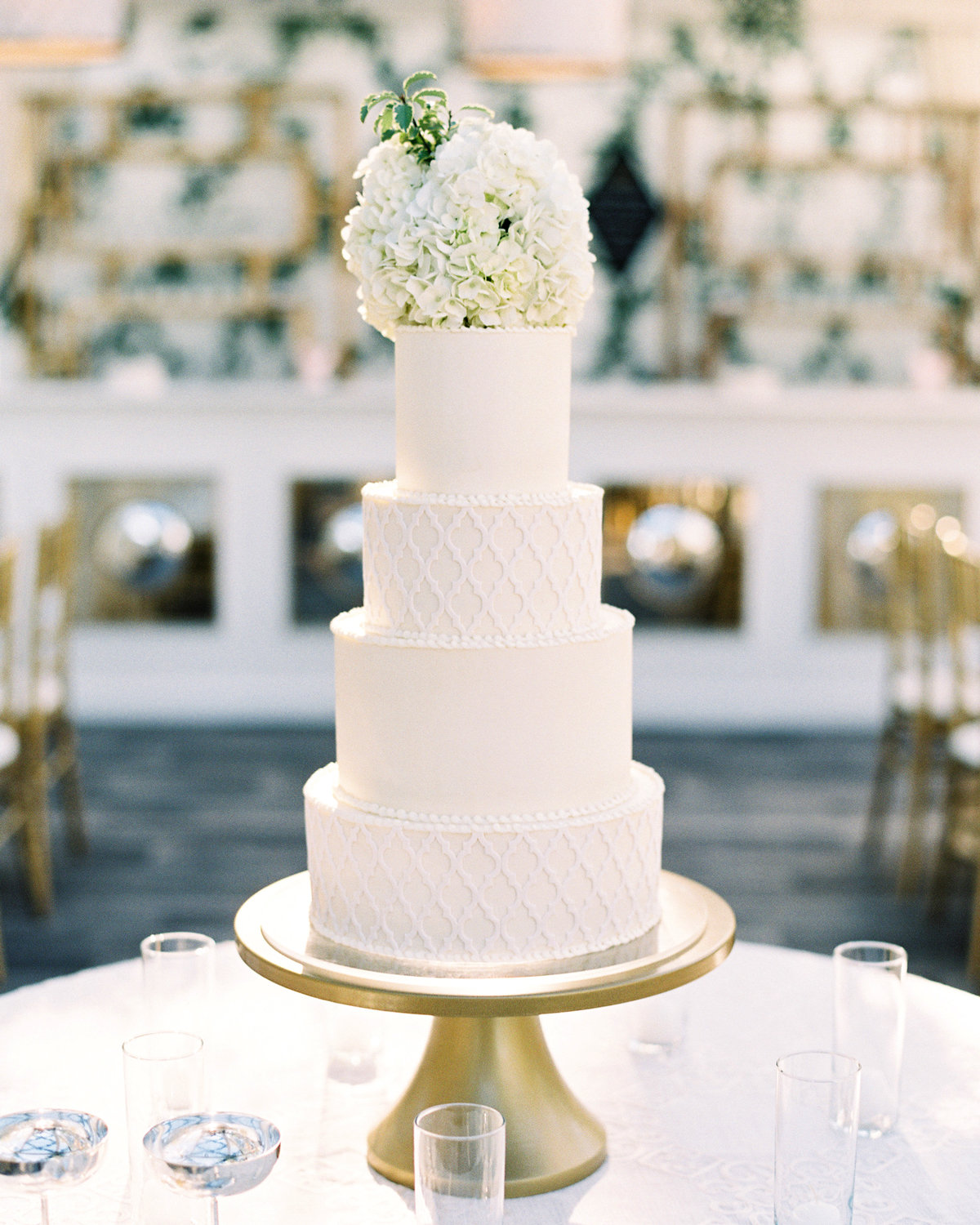 Love This Natural Cake Topper With White Hydrangea Simple But