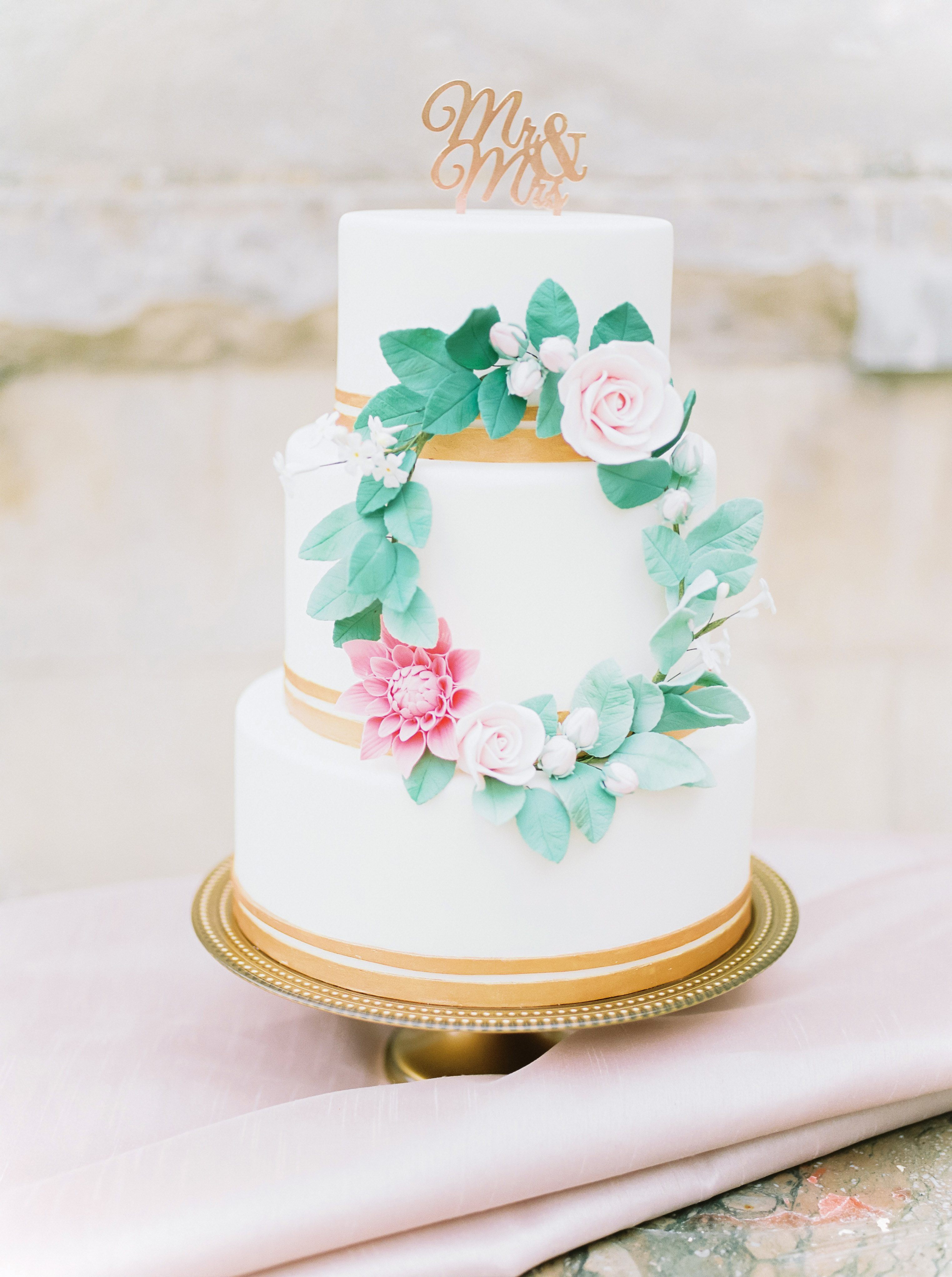 summer wedding cakes wreath