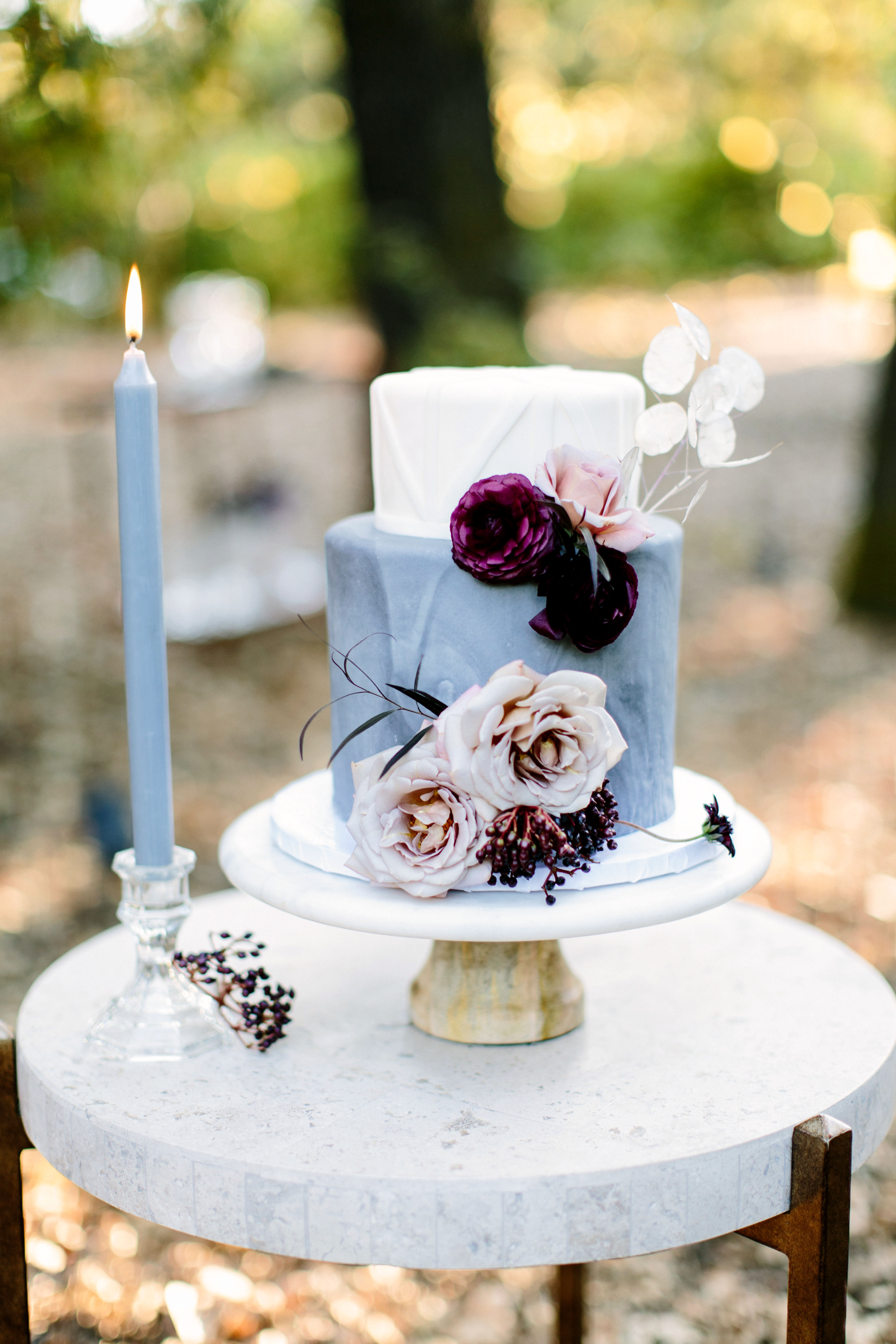 summer wedding cakes dark accents