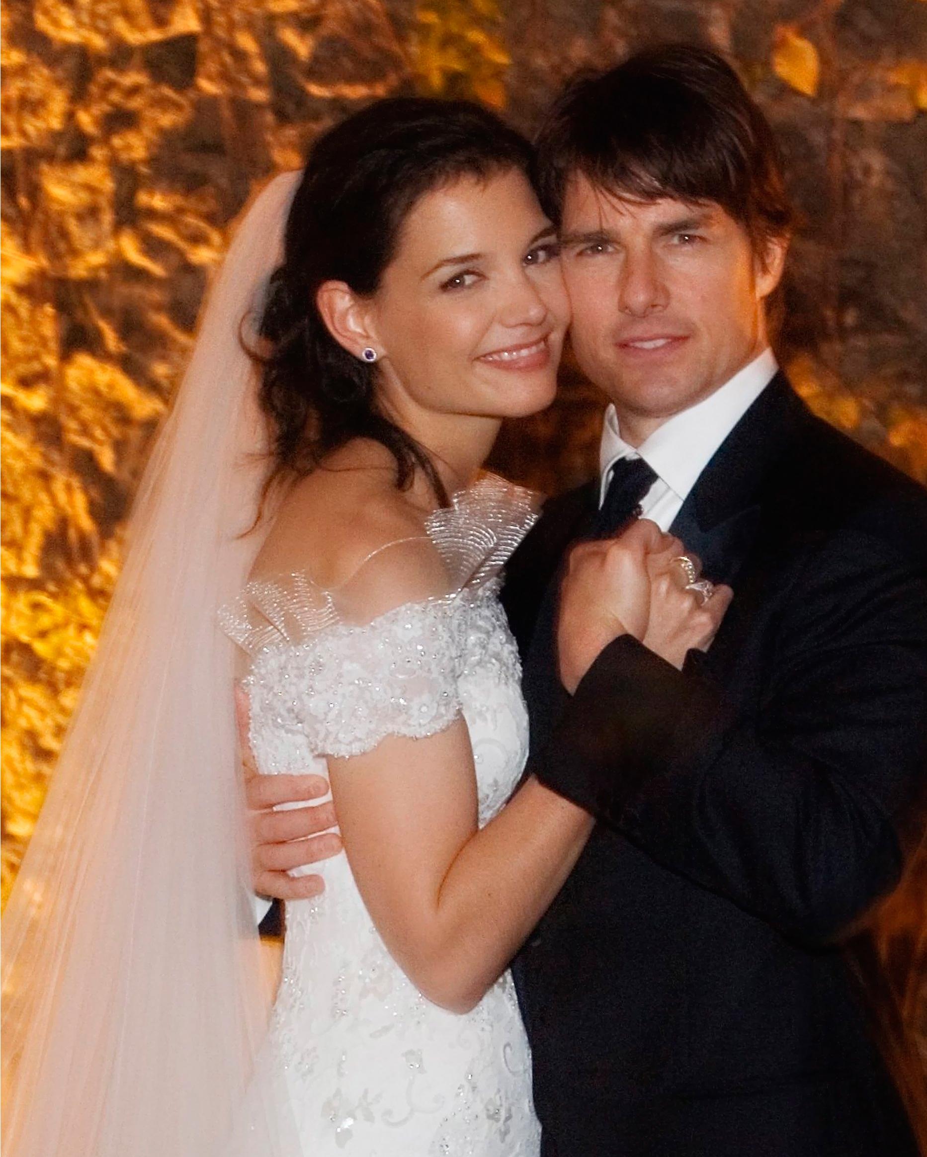 celebrity-brides-veils-katie-holmes-tom-cruise-0615.jpg