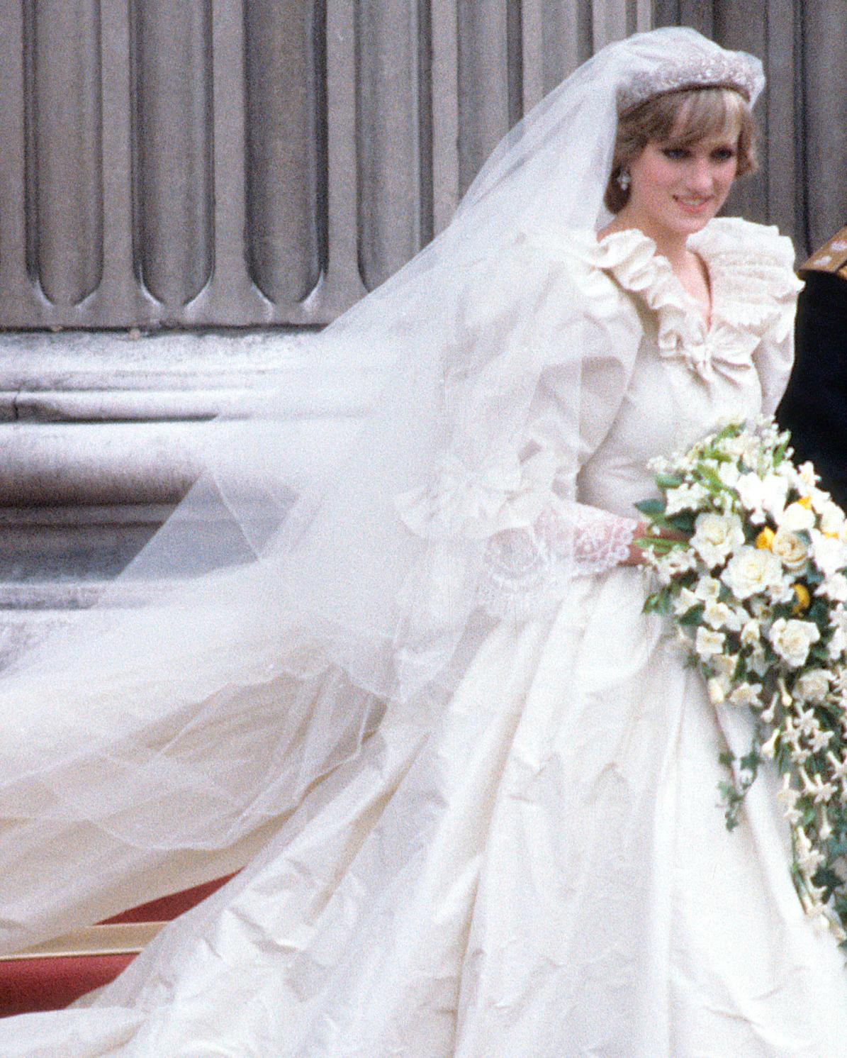 celebrity-brides-veils-diana-spencer-prince-charles-0615.jpg